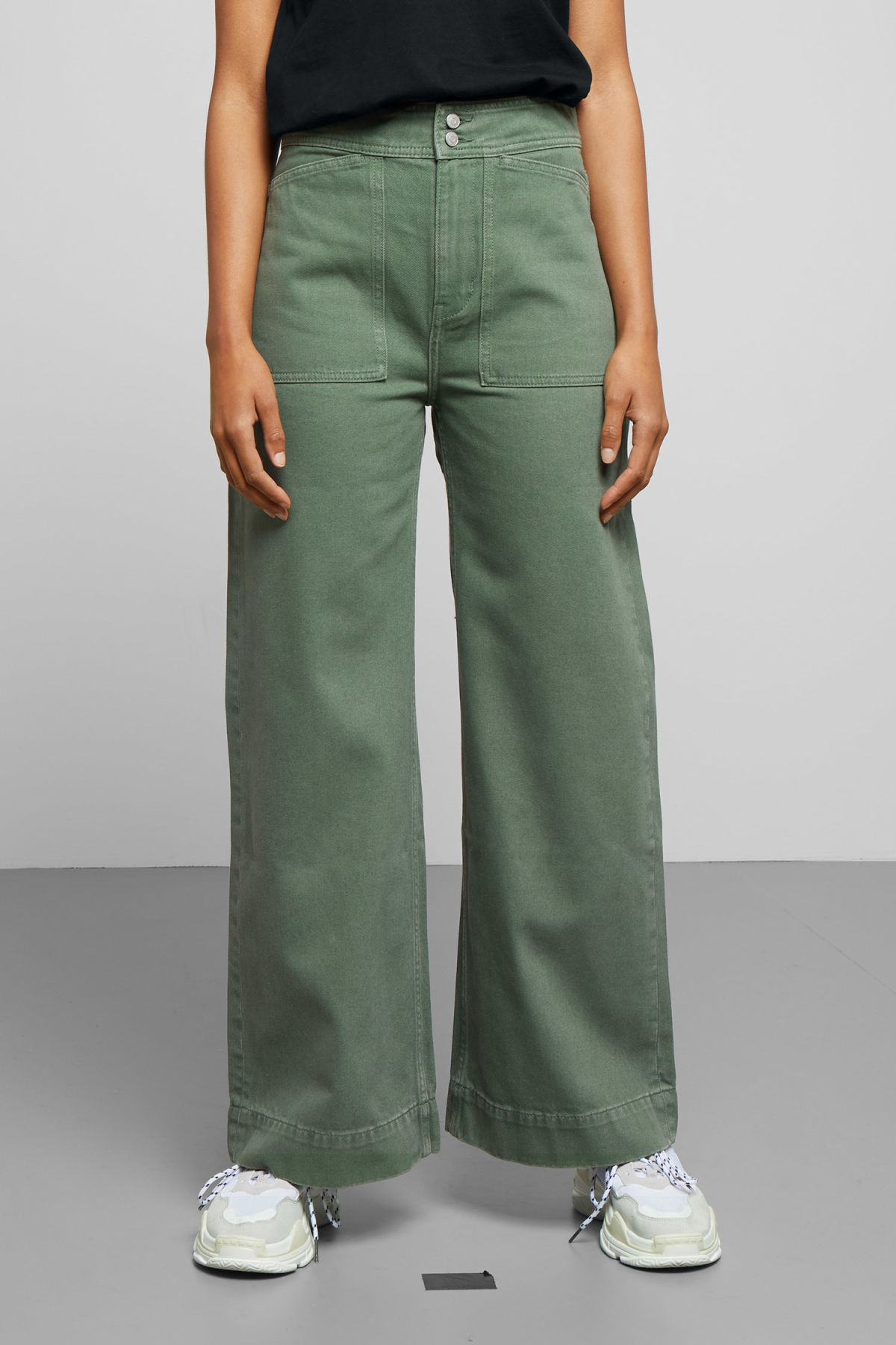 Model back image of Weekday workwear green jeans in green