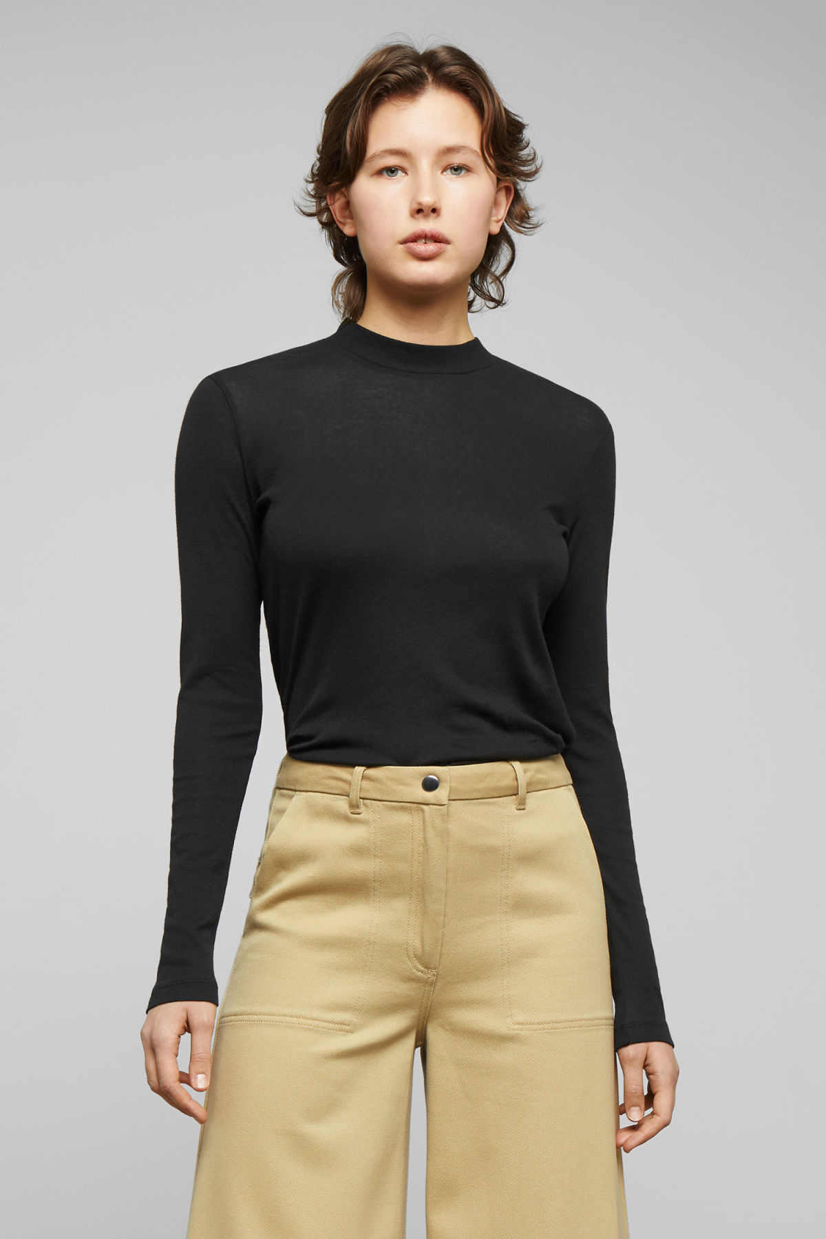 Model front image of Weekday kim trousers in yellow