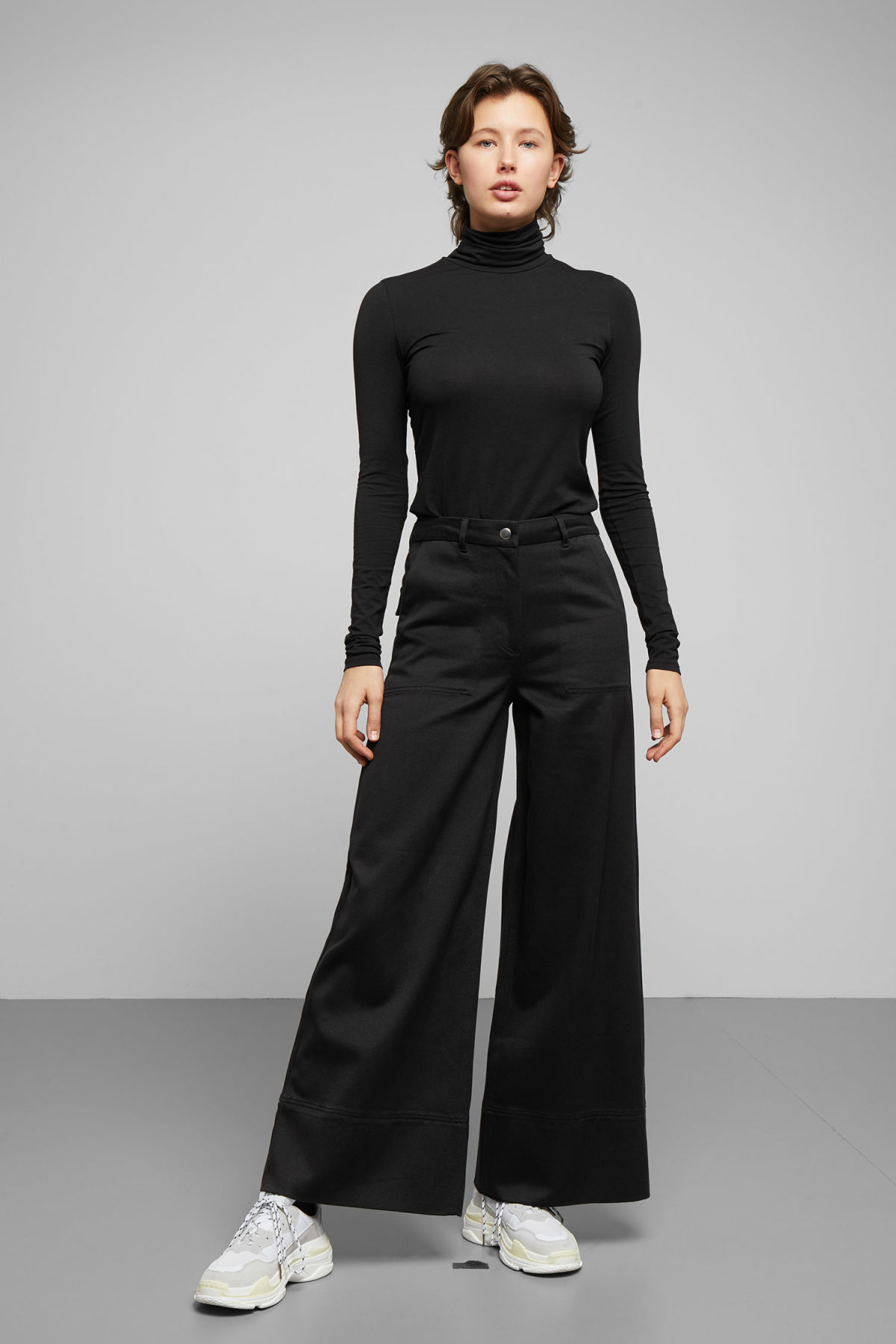 Model front image of Weekday kim trousers in black
