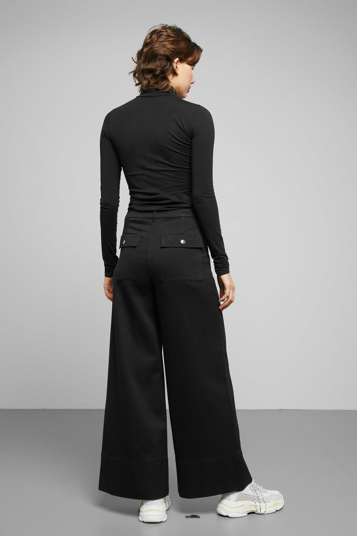 Model back image of Weekday kim trousers in black