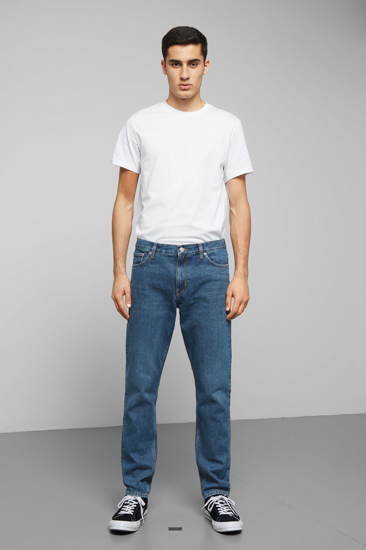 Model front image of Weekday sunday state blue jeans in blue