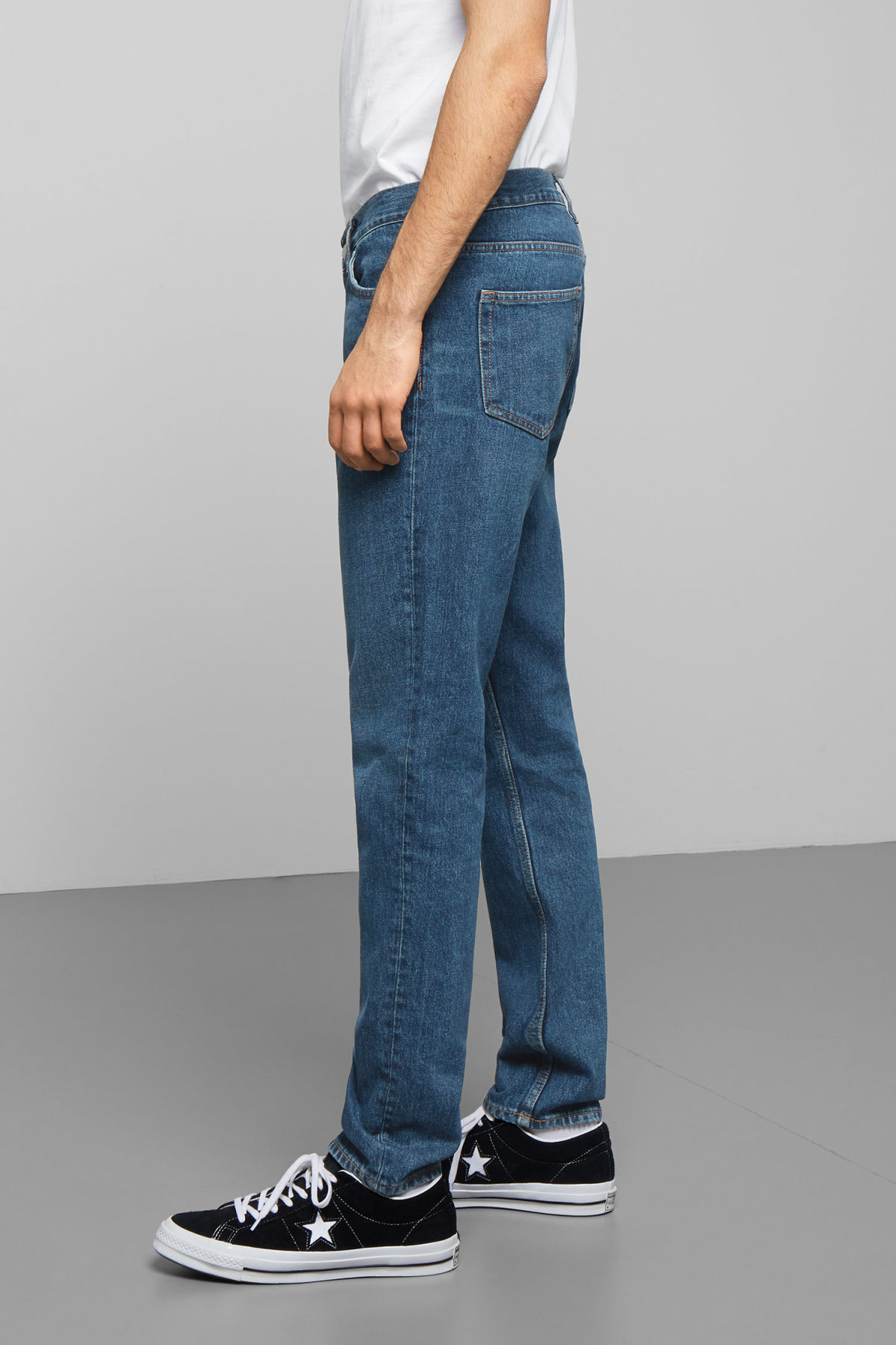 Model side image of Weekday sunday state blue jeans in blue