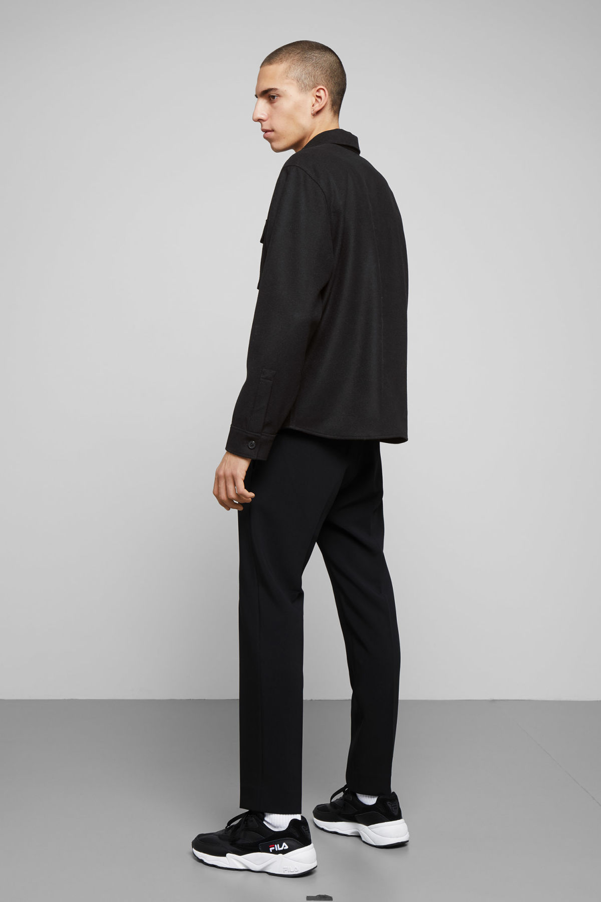 Model back image of Weekday skipper shirt in black