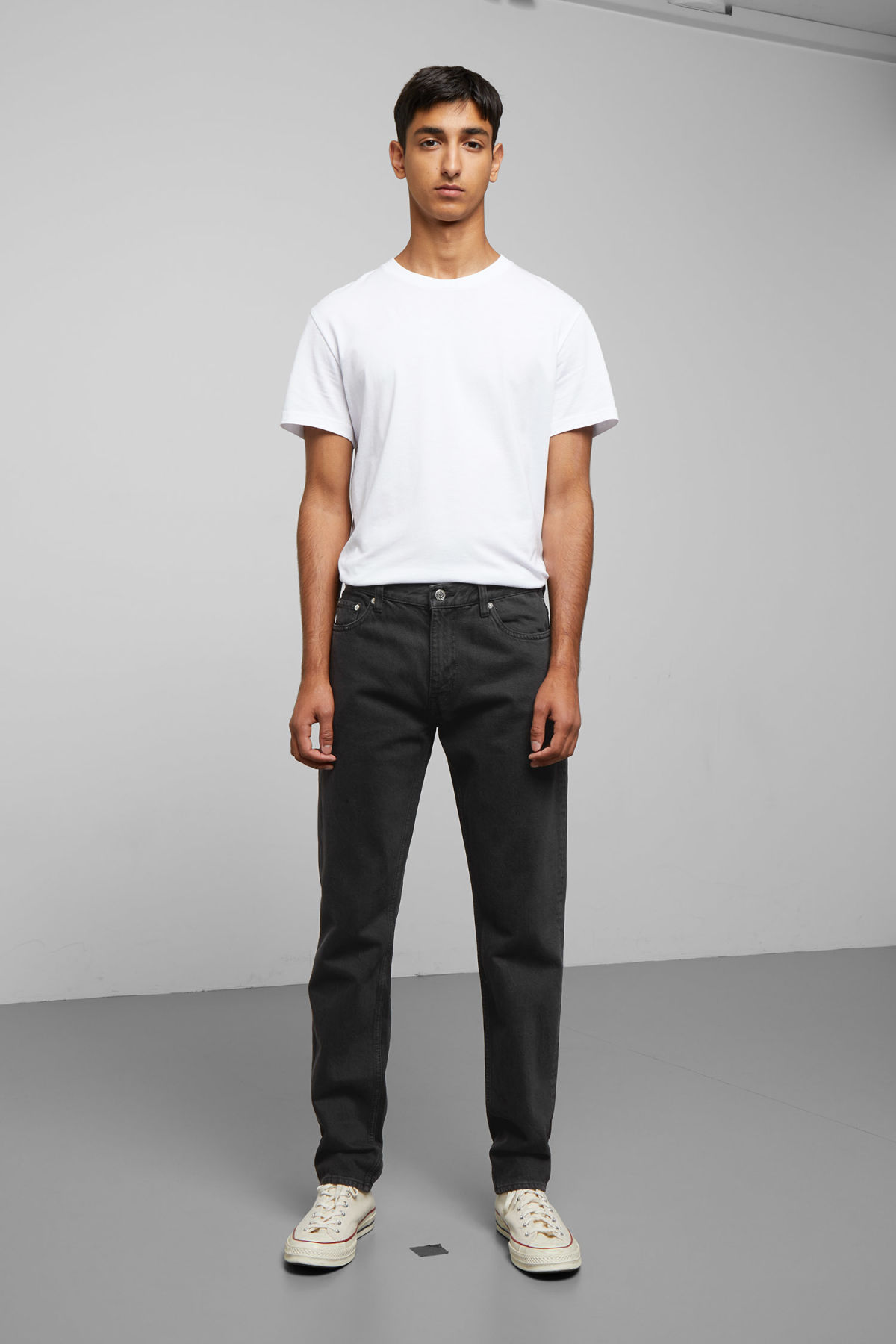 Model front image of Weekday alley mine black jeans in black