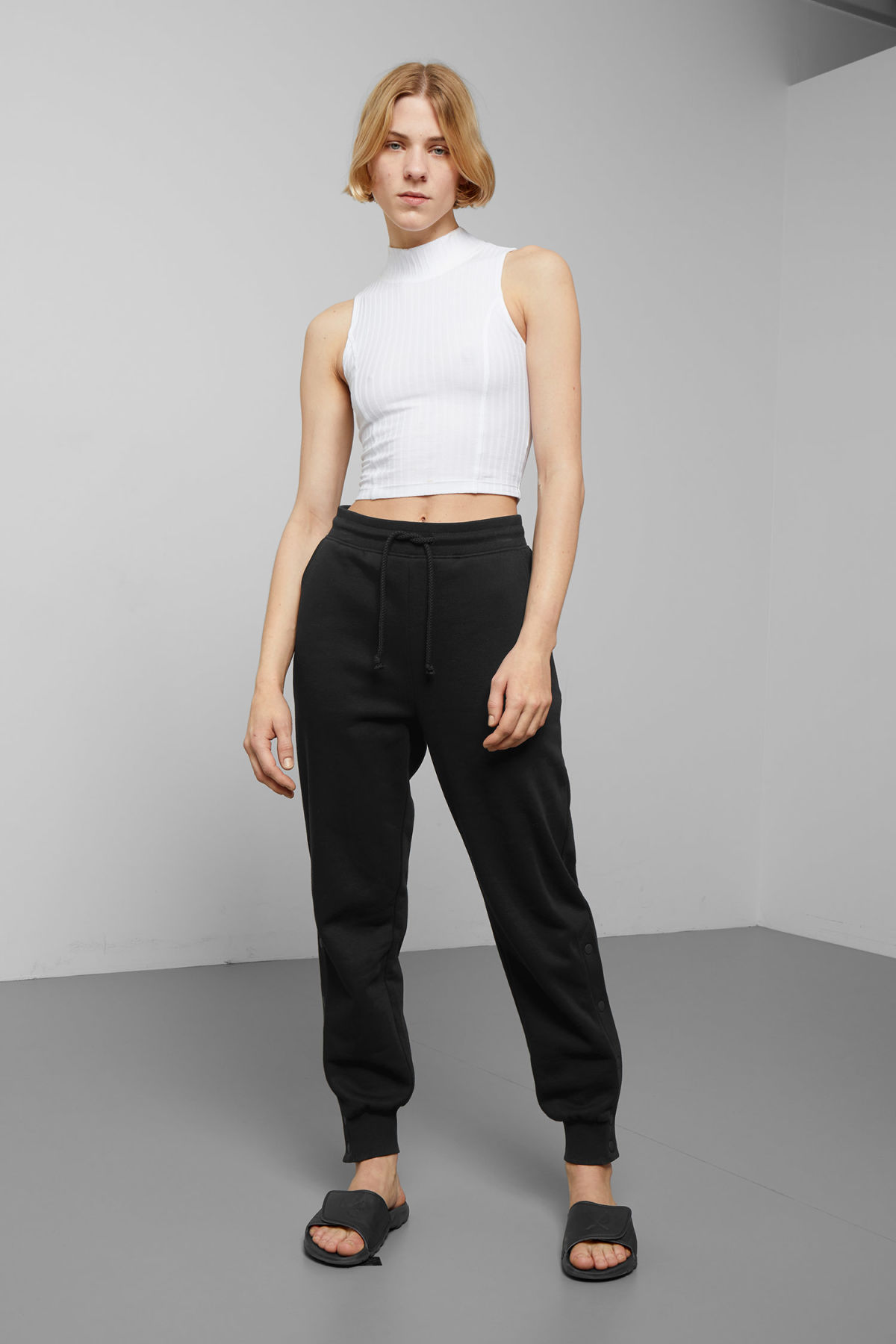 Model front image of Weekday alena sweatpants in black