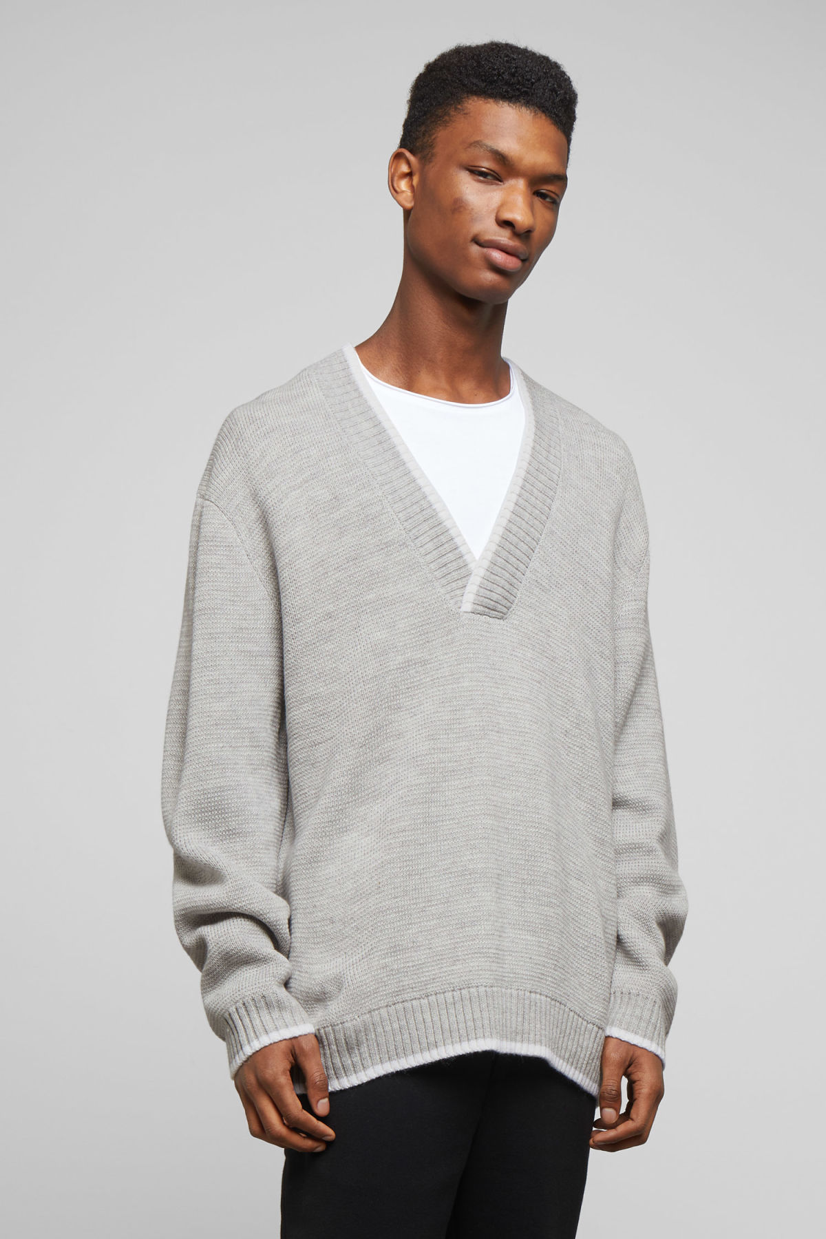 Model front image of Weekday per v-neck sweater in grey
