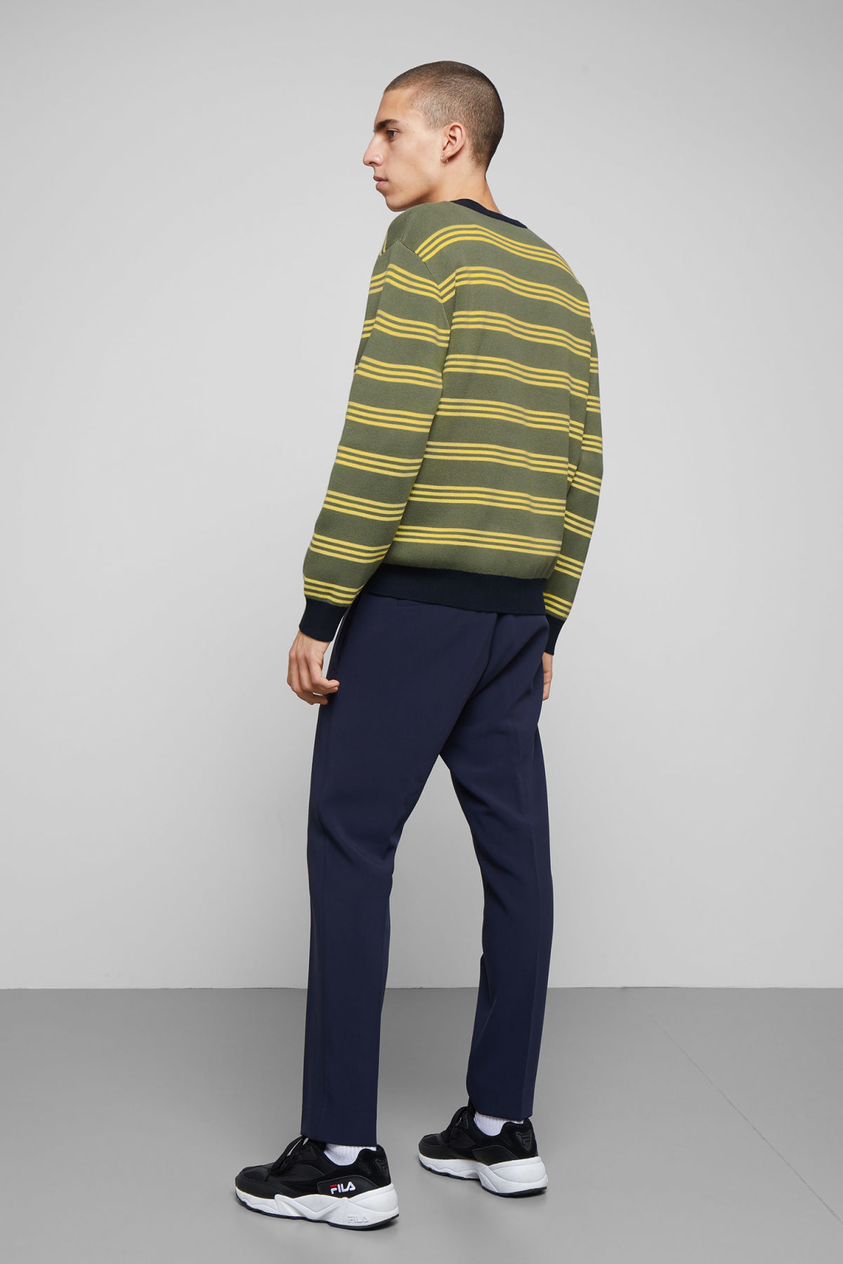 Model back image of Weekday johan striped sweater in green