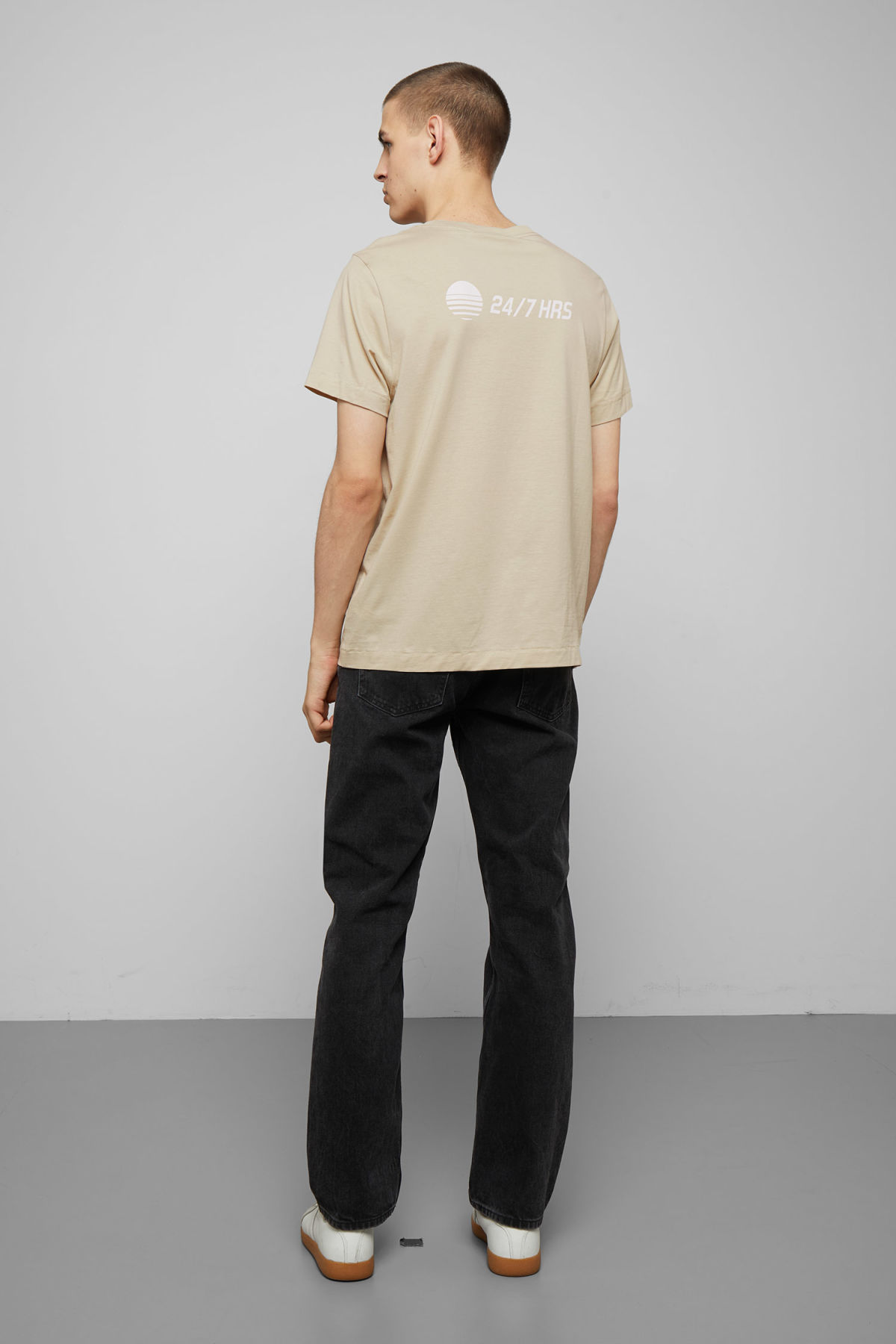 Model back image of Weekday pictor solar t-shirt in beige