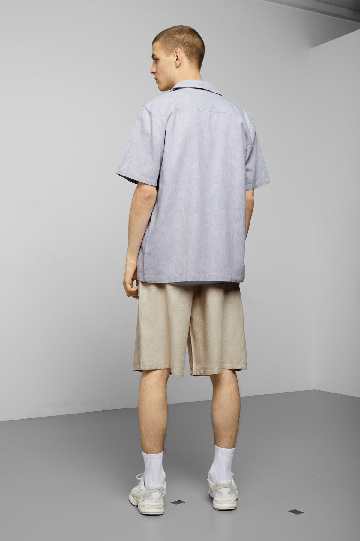 Model back image of Weekday chill striped short sleeve shirt in purple
