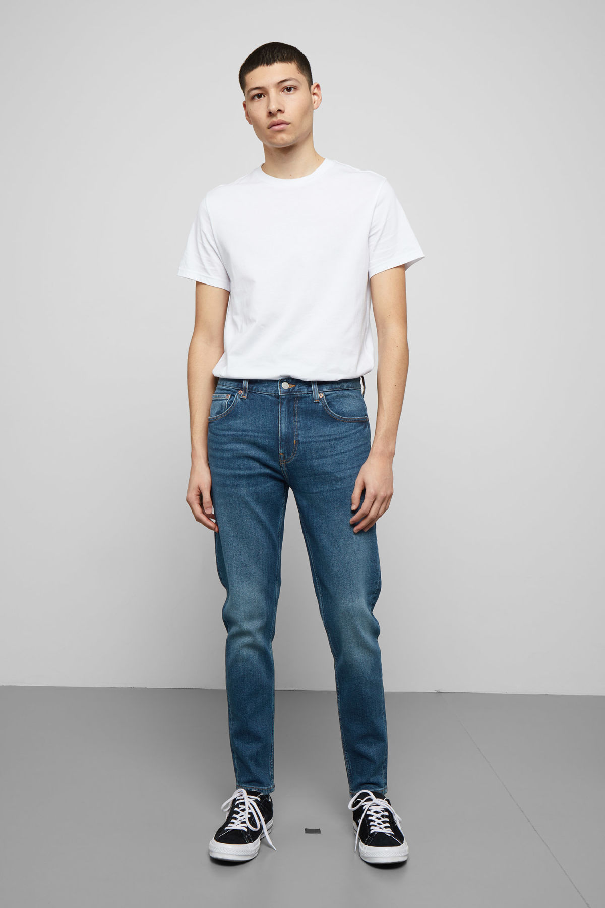 Model front image of Weekday cone slub blue jeans in blue
