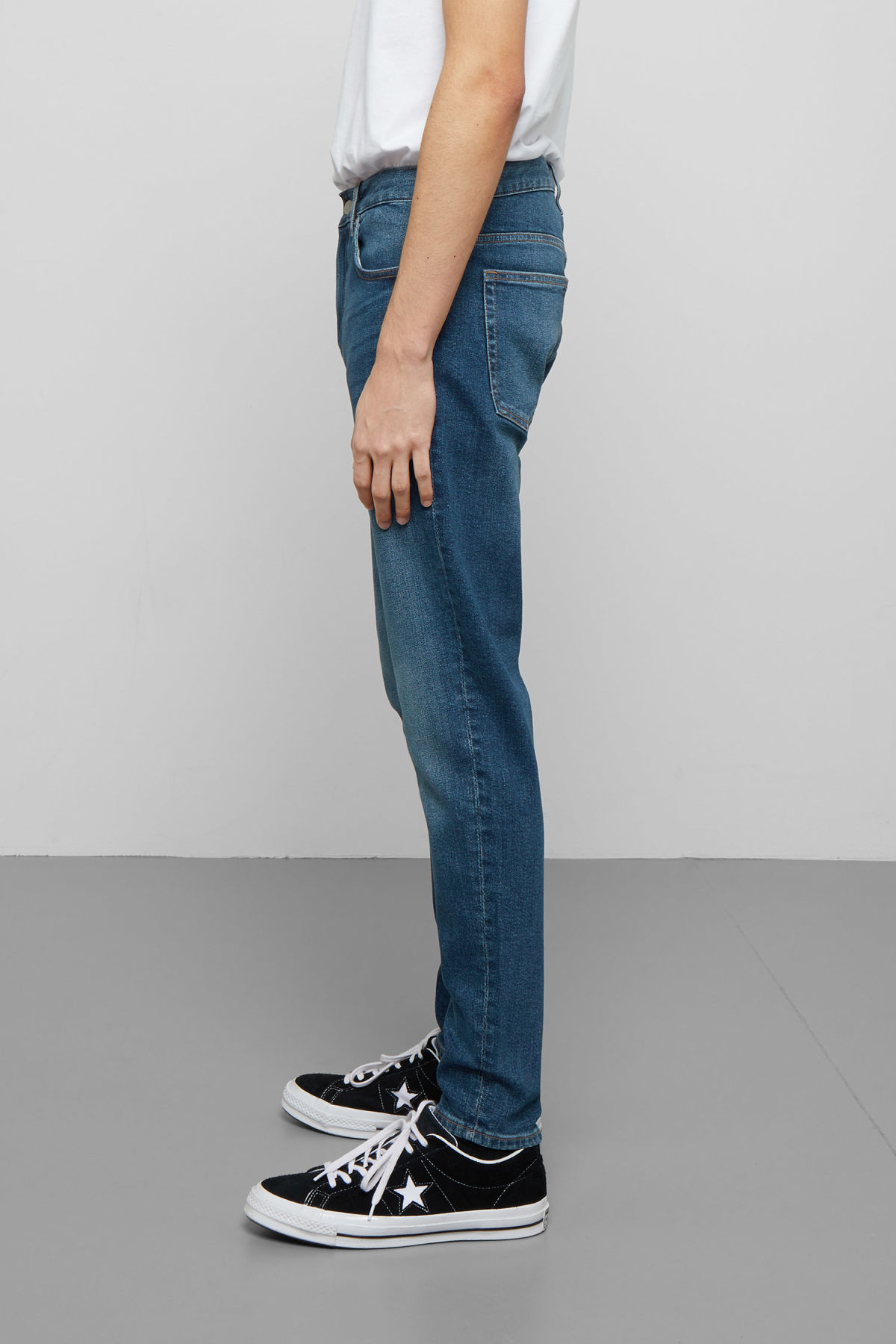 Model side image of Weekday cone slub blue jeans in blue