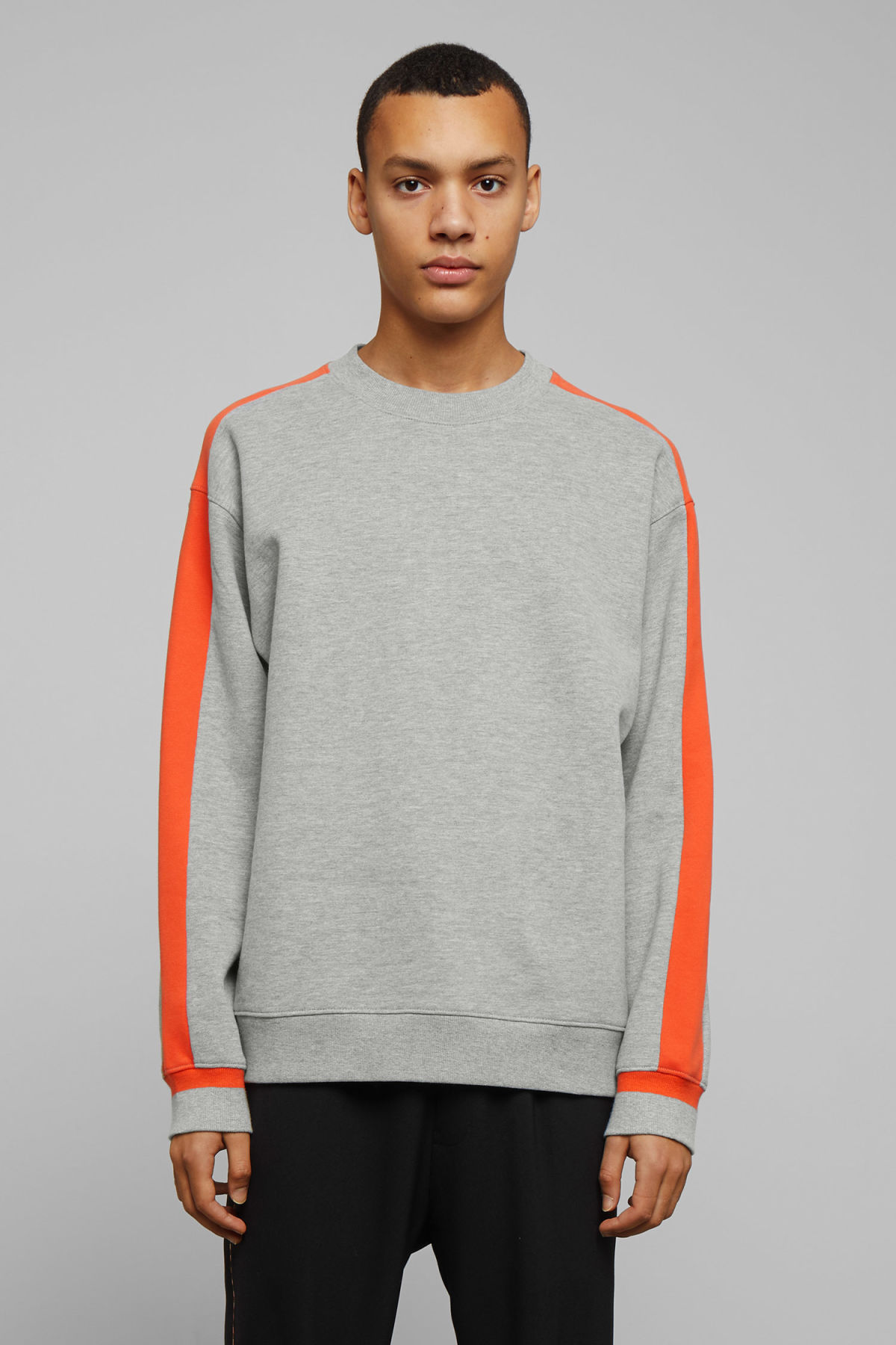 Model front image of Weekday billy peached sweatshirt in grey