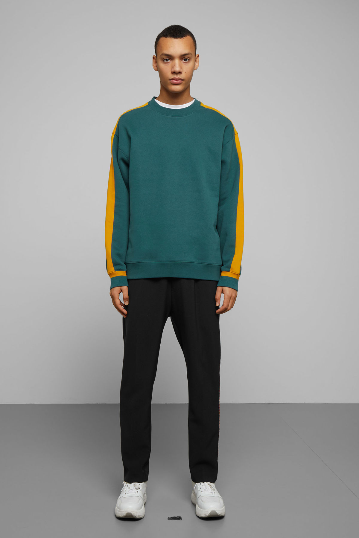 Model side image of Weekday billy peached sweatshirt in turquoise