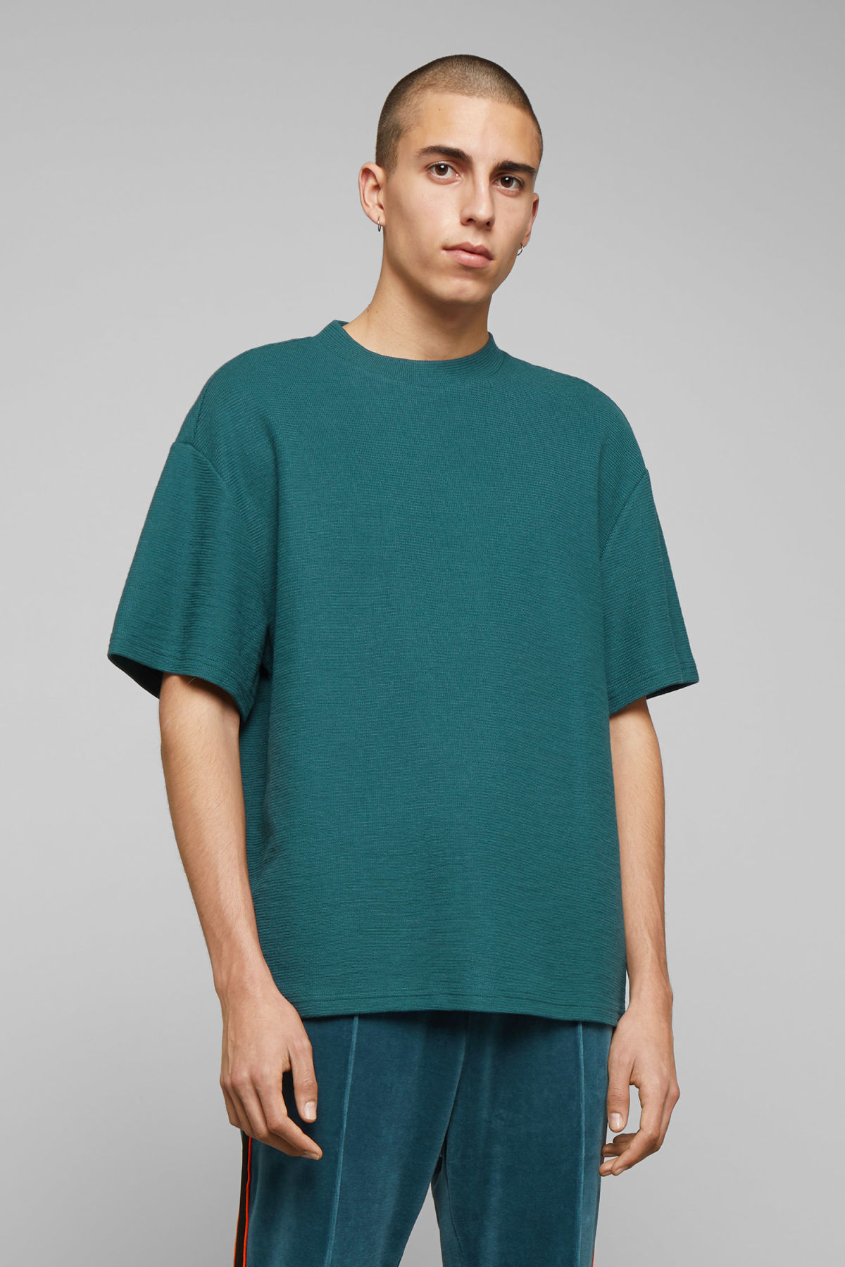 Model front image of Weekday grand t-shirt in turquoise