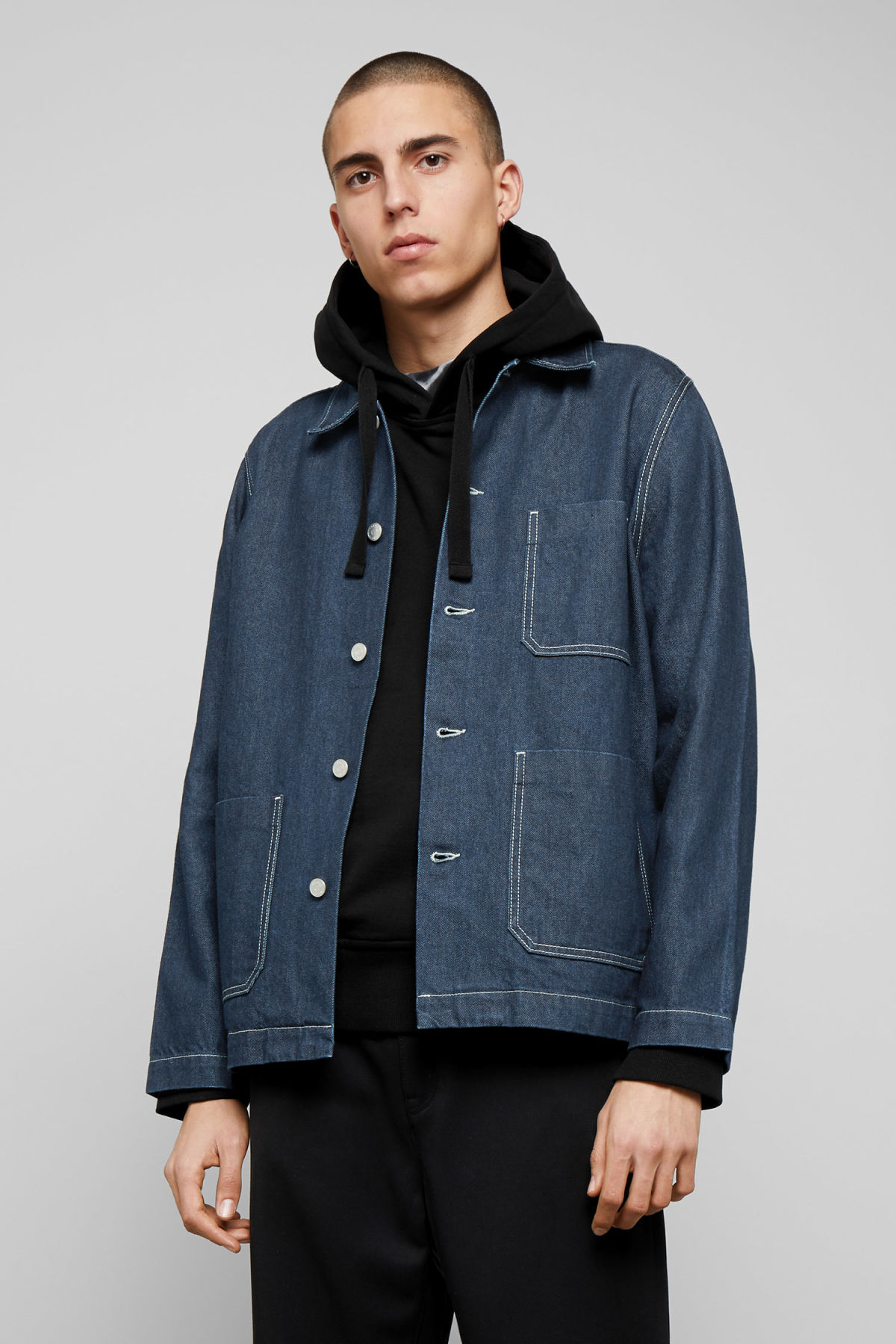 Model front image of Weekday generic rinse jacket in blue