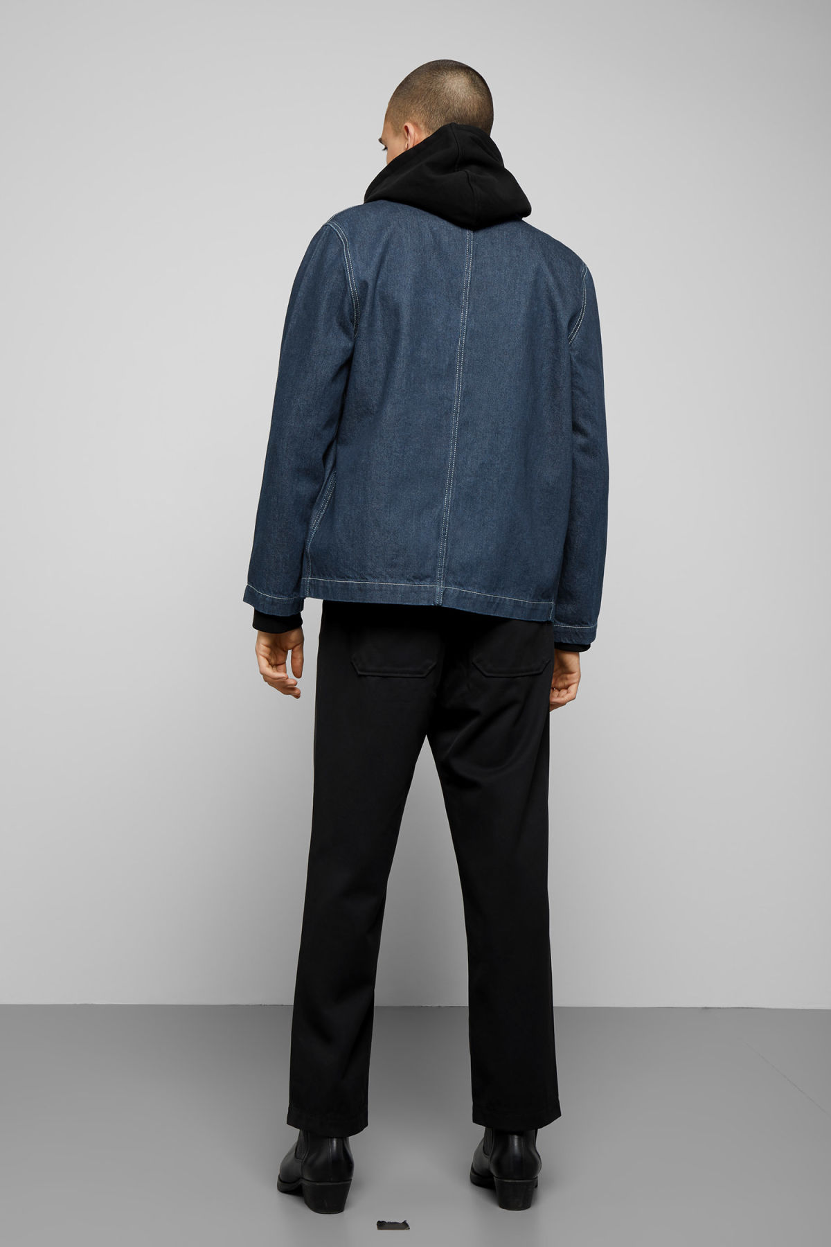 Model back image of Weekday generic rinse jacket in blue
