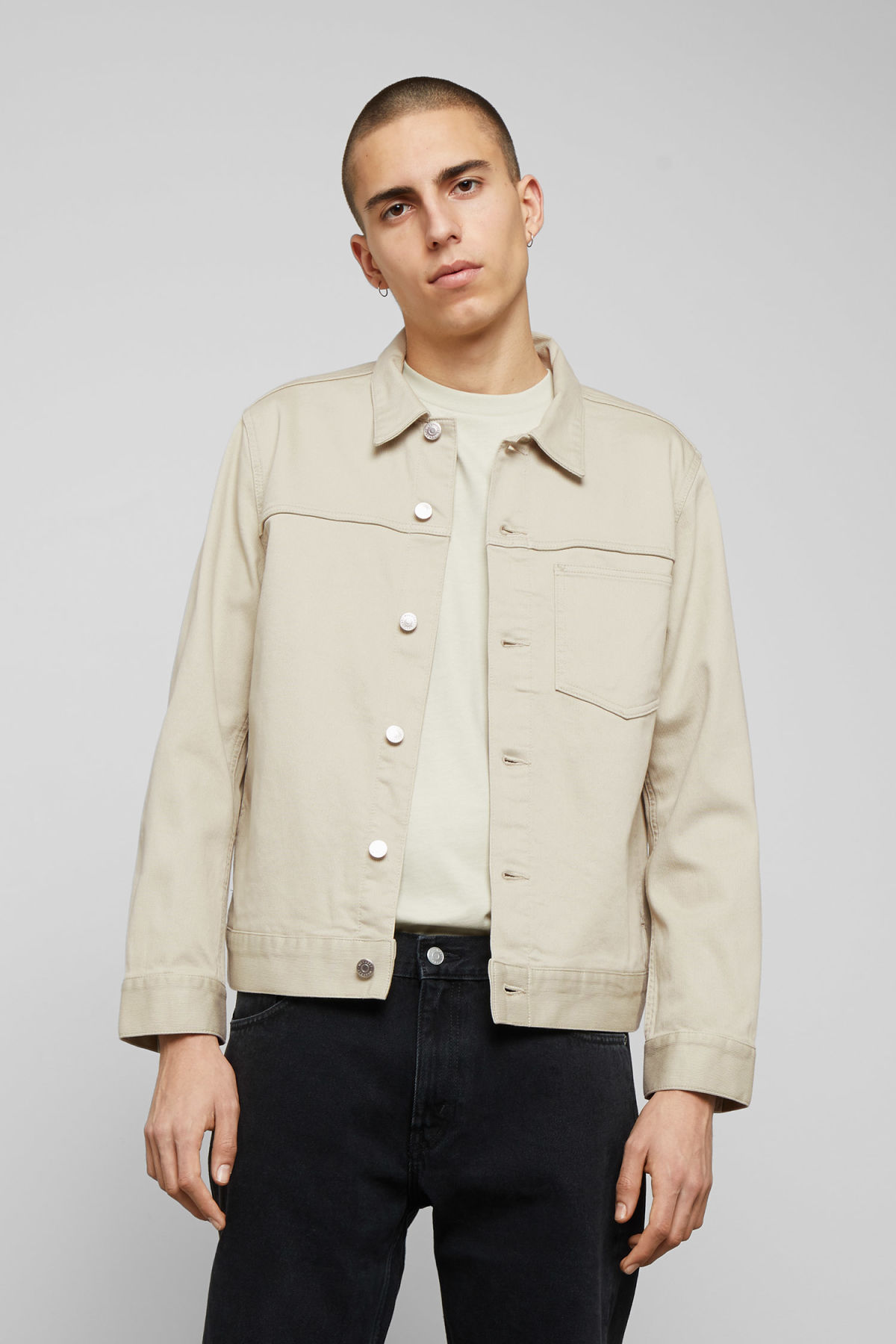 Model front image of Weekday core bedford jacket in beige