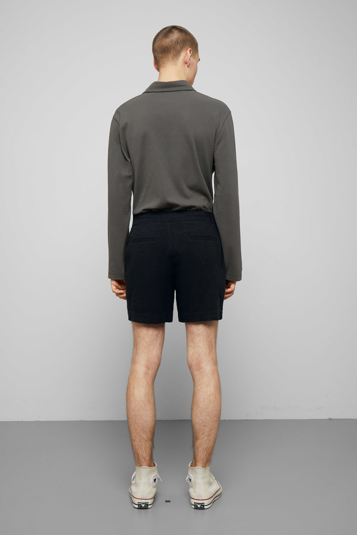 Model back image of Weekday casper shorts in black