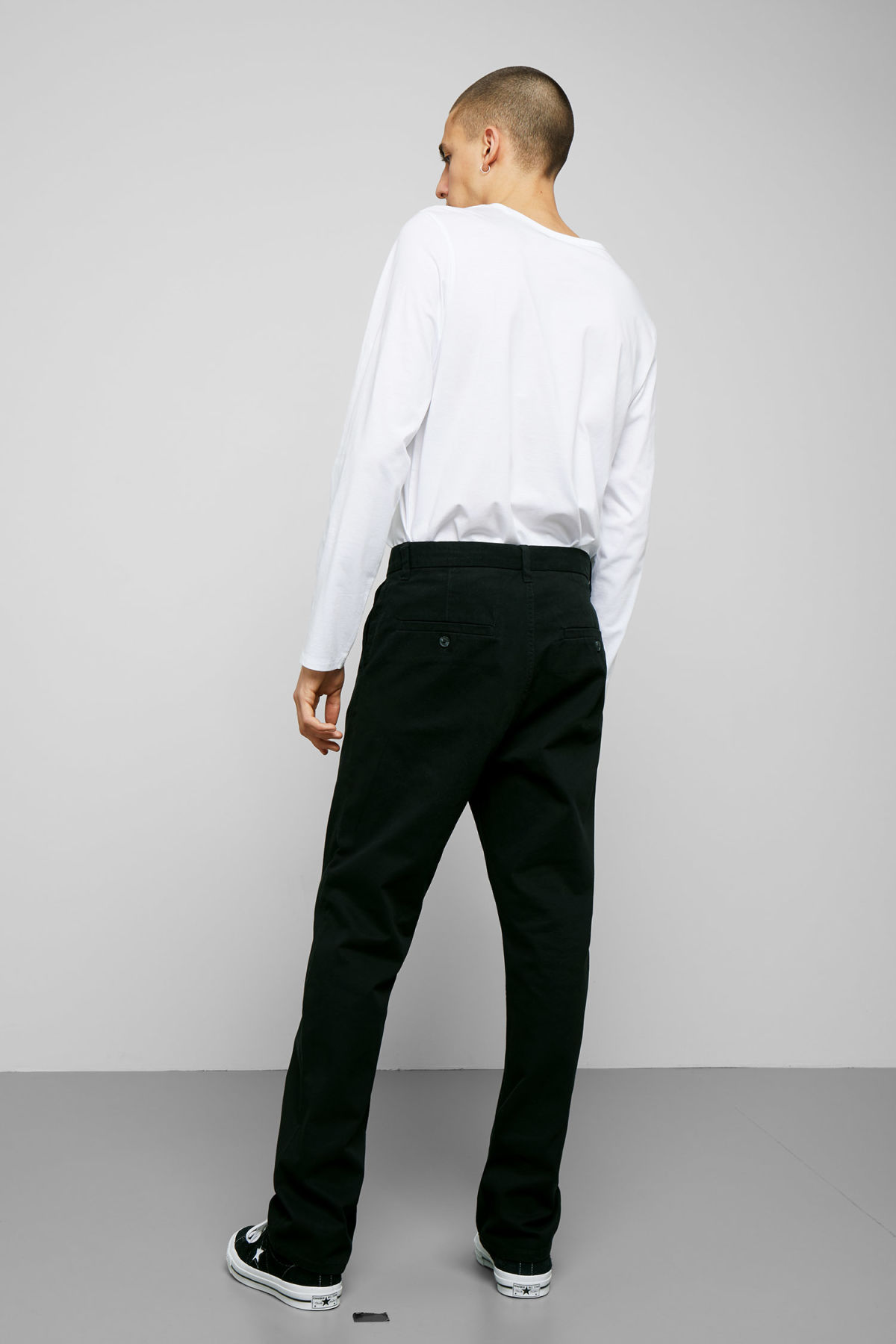 Model back image of Weekday harold chinos in black