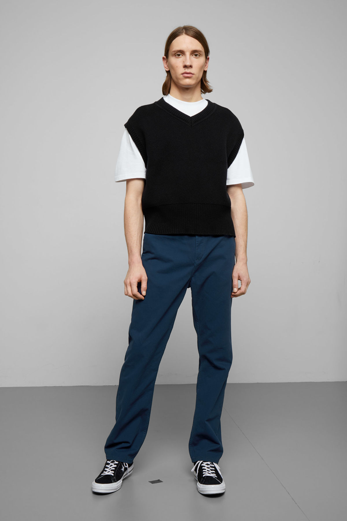 Model front image of Weekday harold chinos in blue