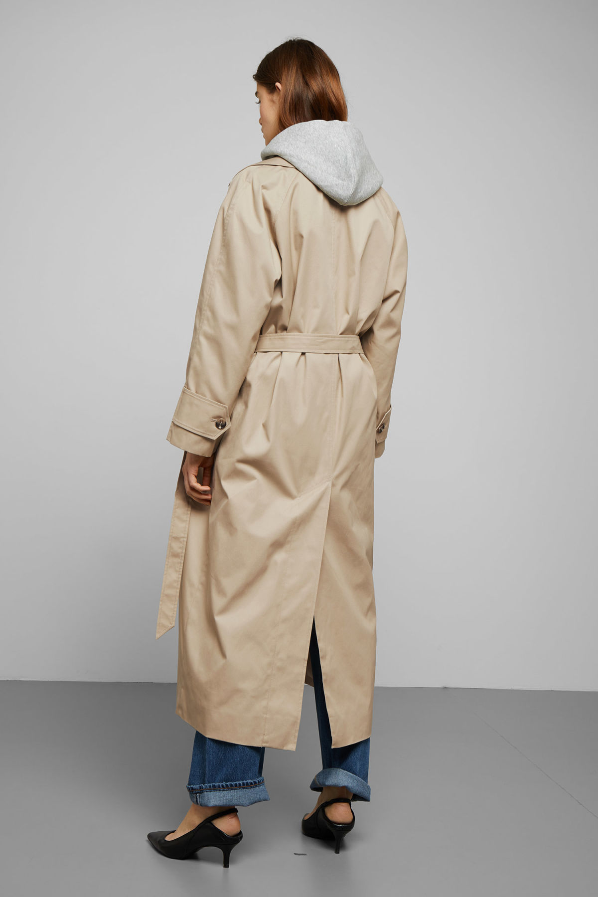 Model back image of Weekday carly trench coat in beige