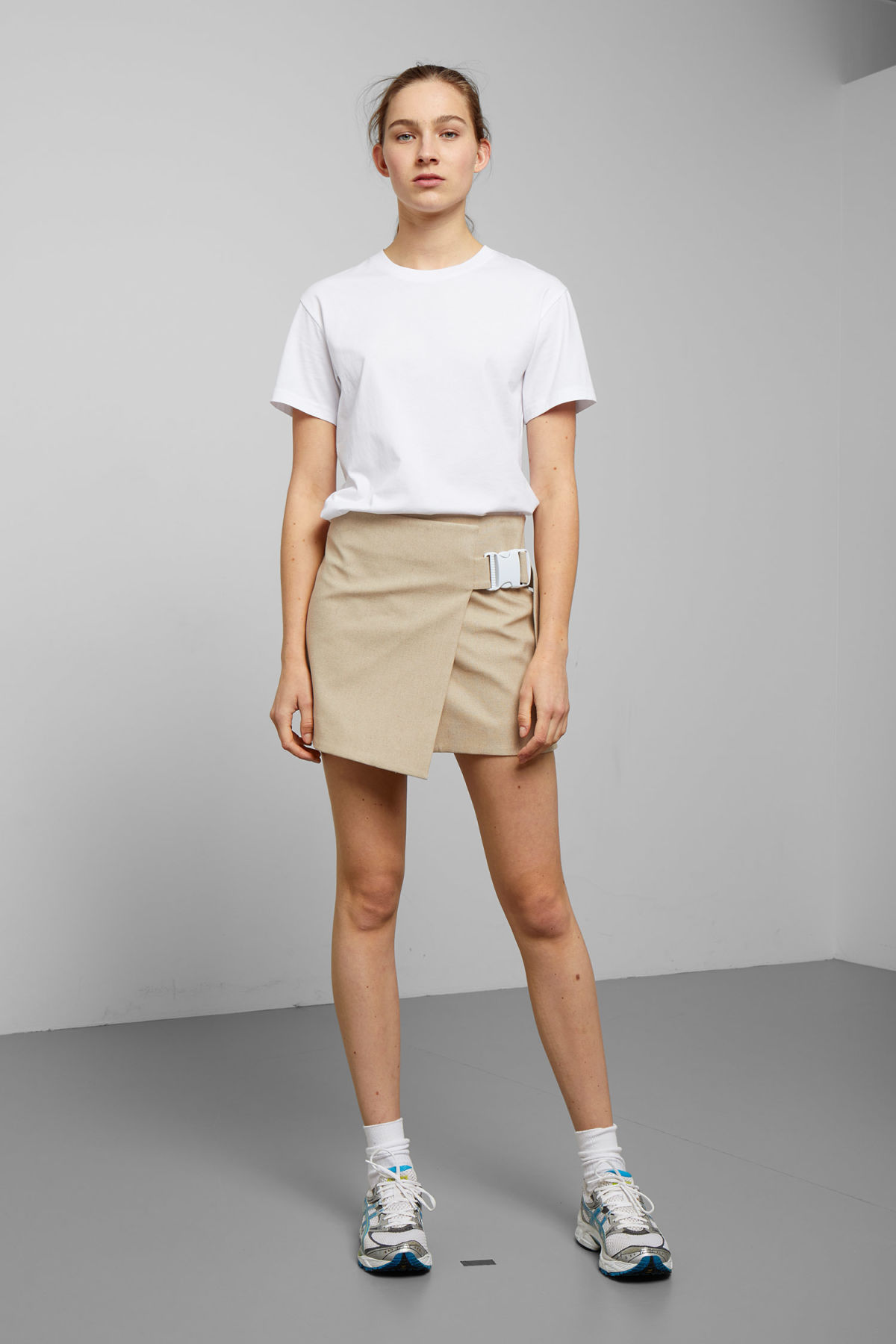 Model front image of Weekday page skirt in beige