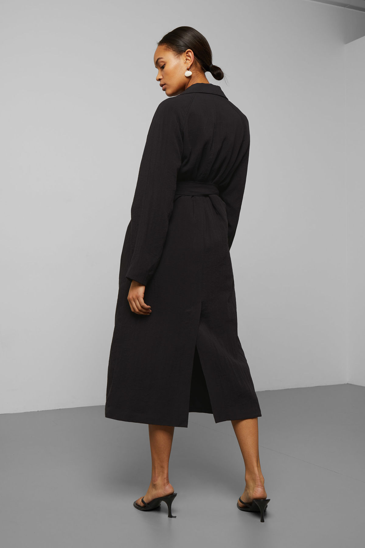 Model side image of Weekday amaya trench coat in black