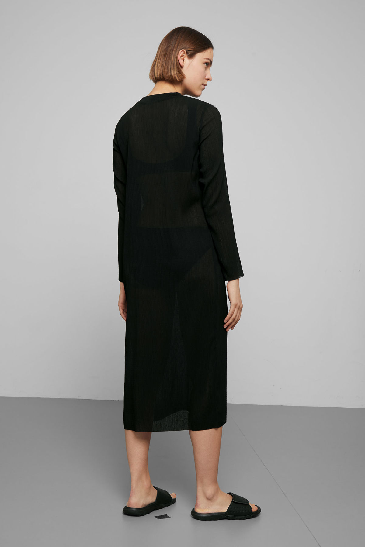 Model back image of Weekday waverly pleated dress in black