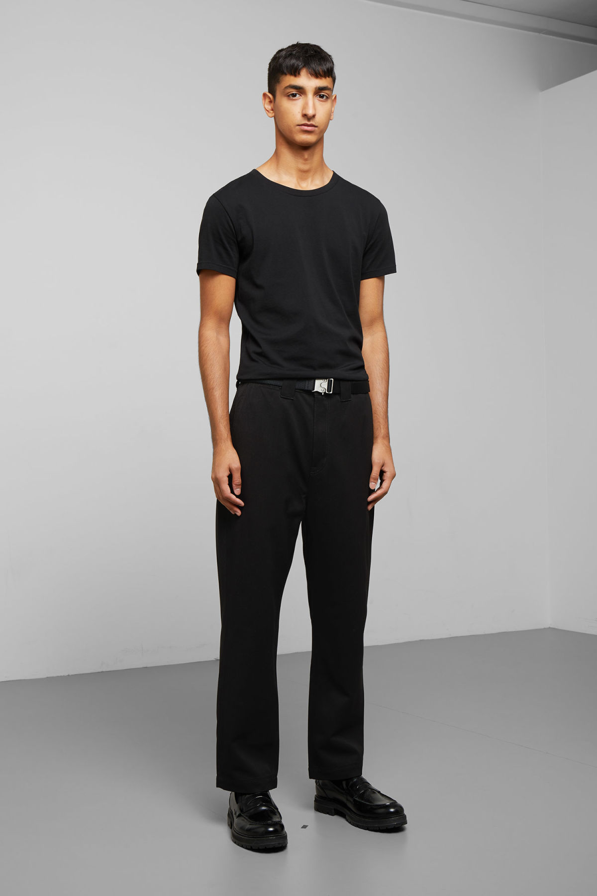 Model front image of Weekday tilo trousers in black