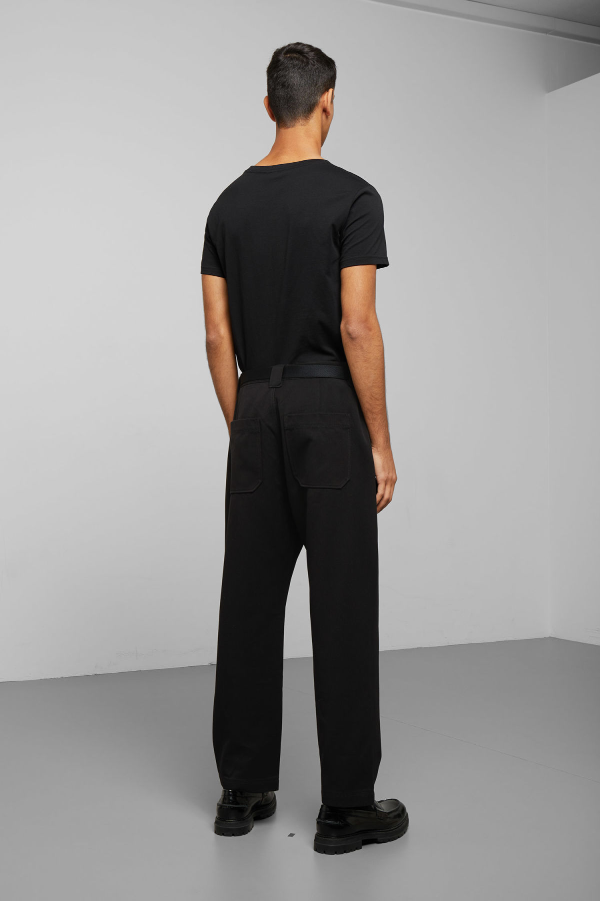 Model back image of Weekday tilo trousers in black