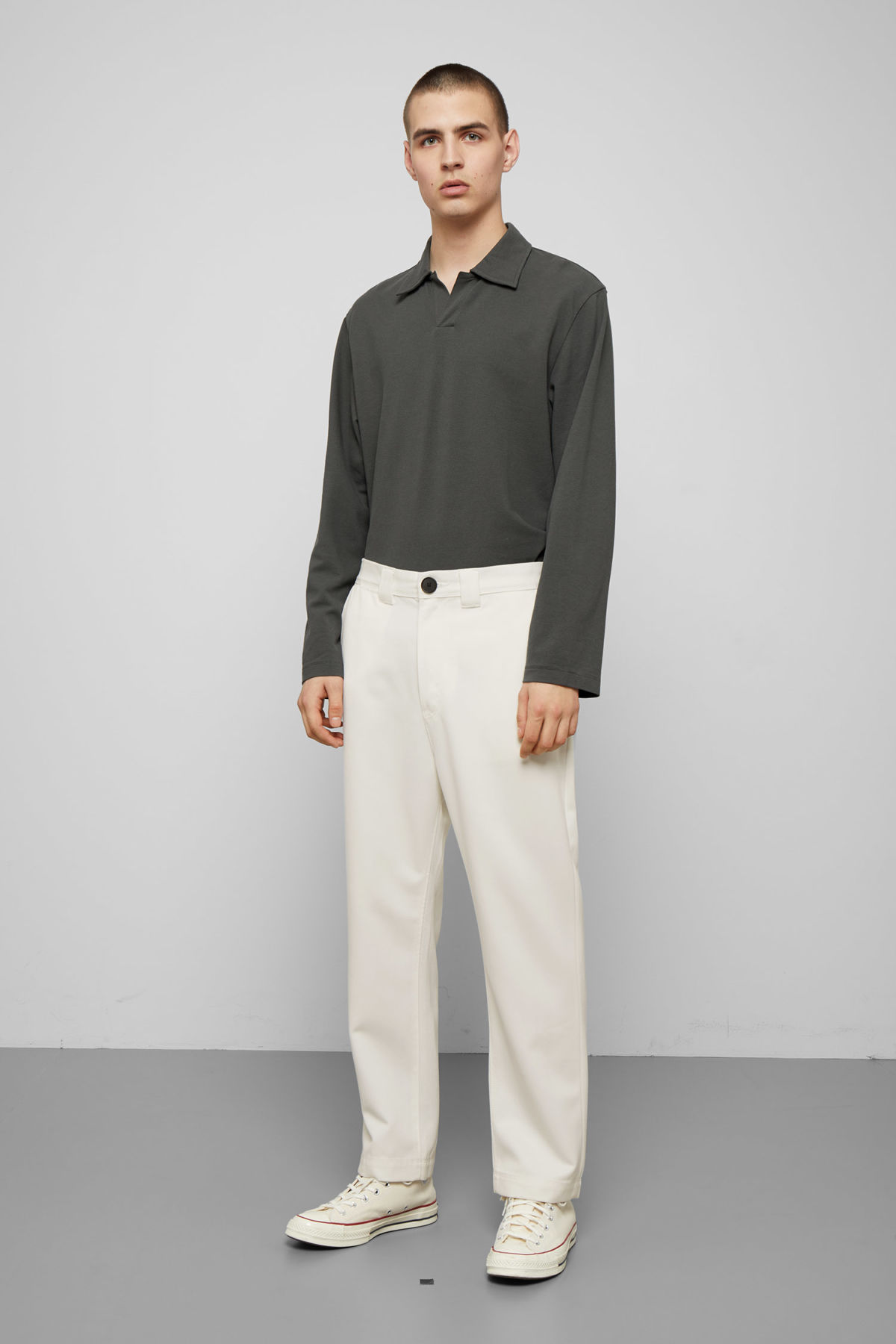 Model front image of Weekday tilo trousers in white