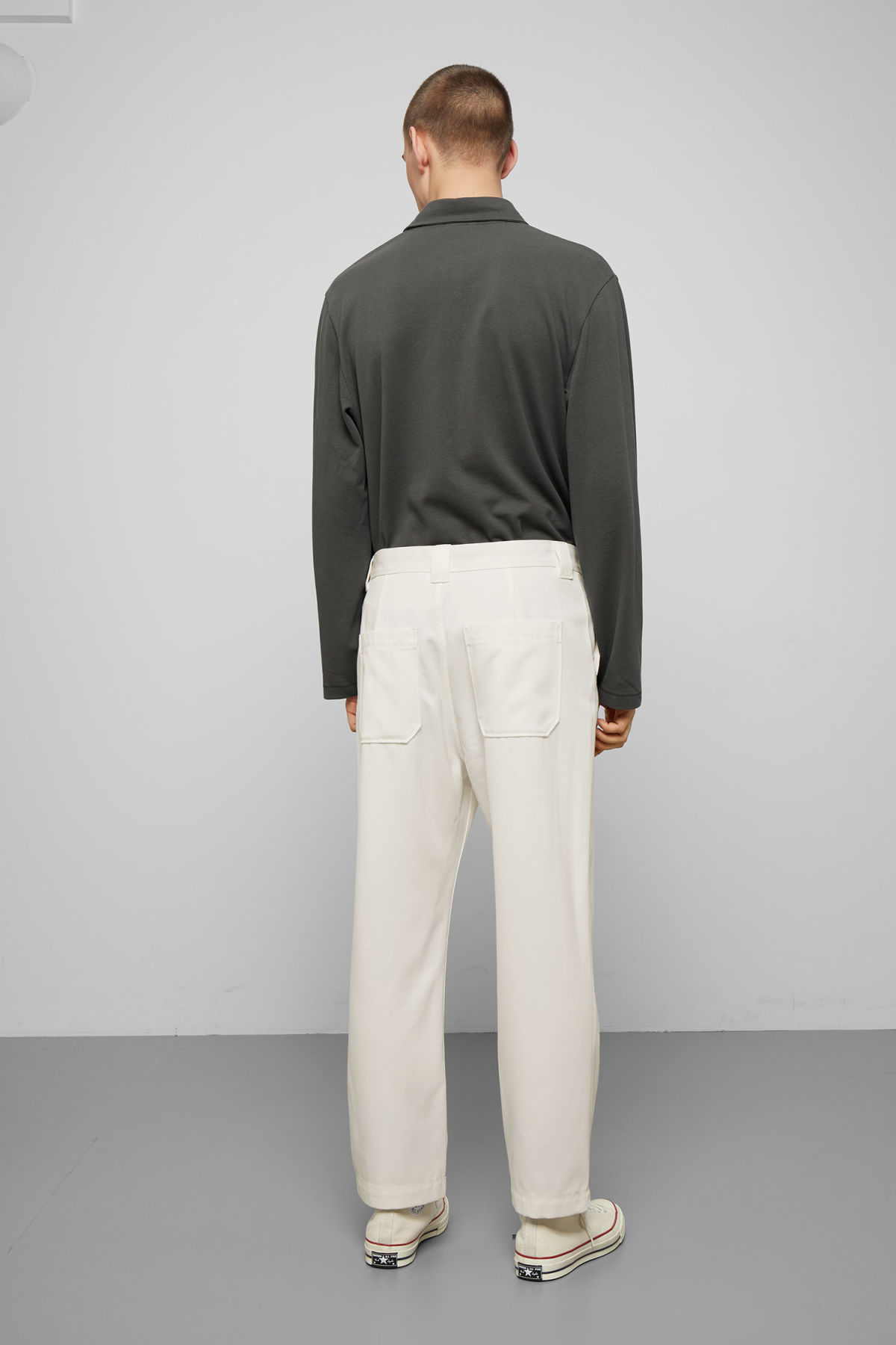 Model back image of Weekday tilo trousers in white