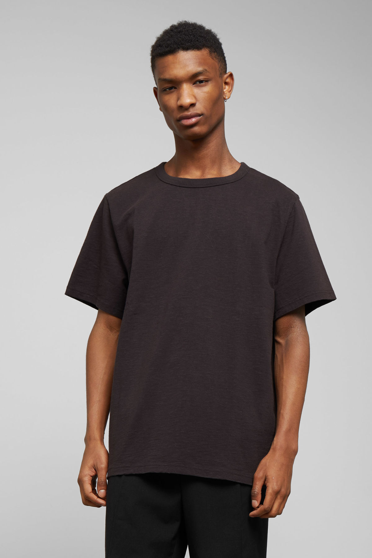 Model front image of Weekday gabriel t-shirt in black