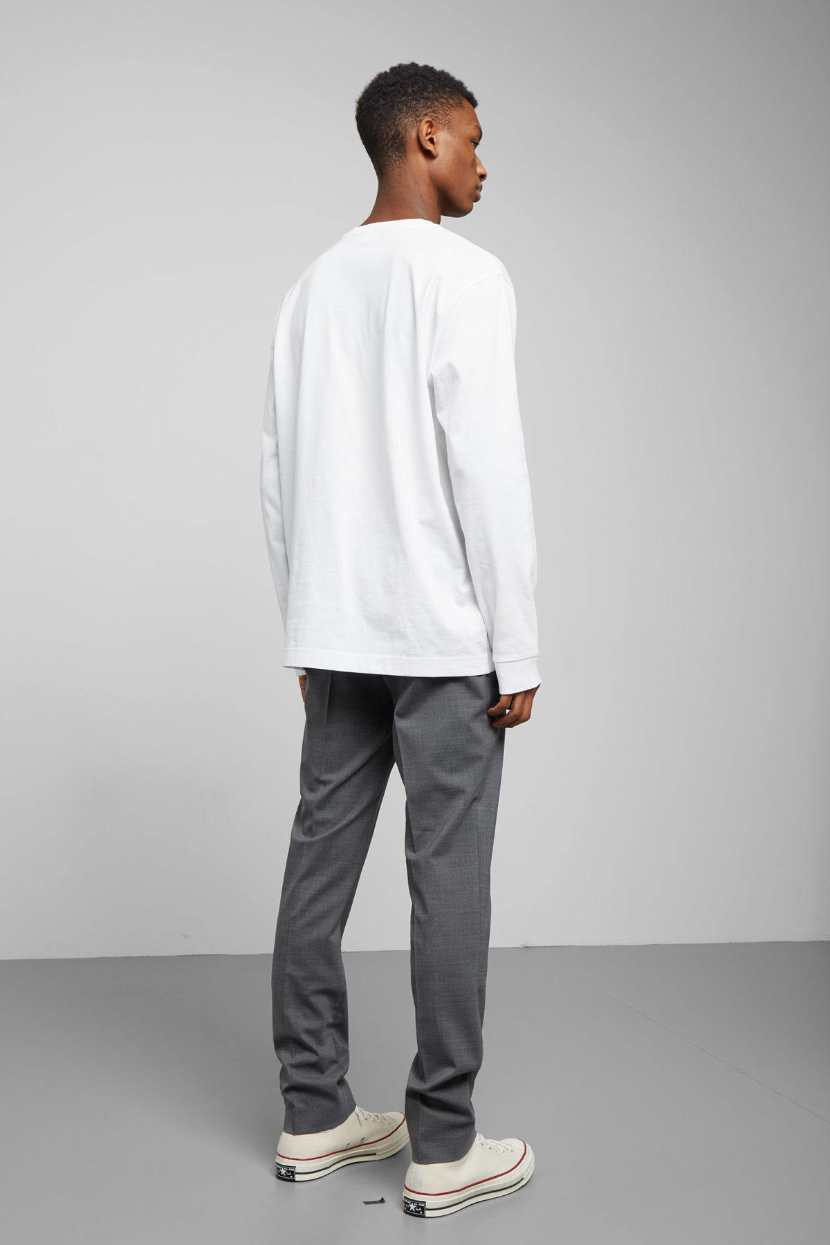 Model back image of Weekday carlos programming long sleeve in white