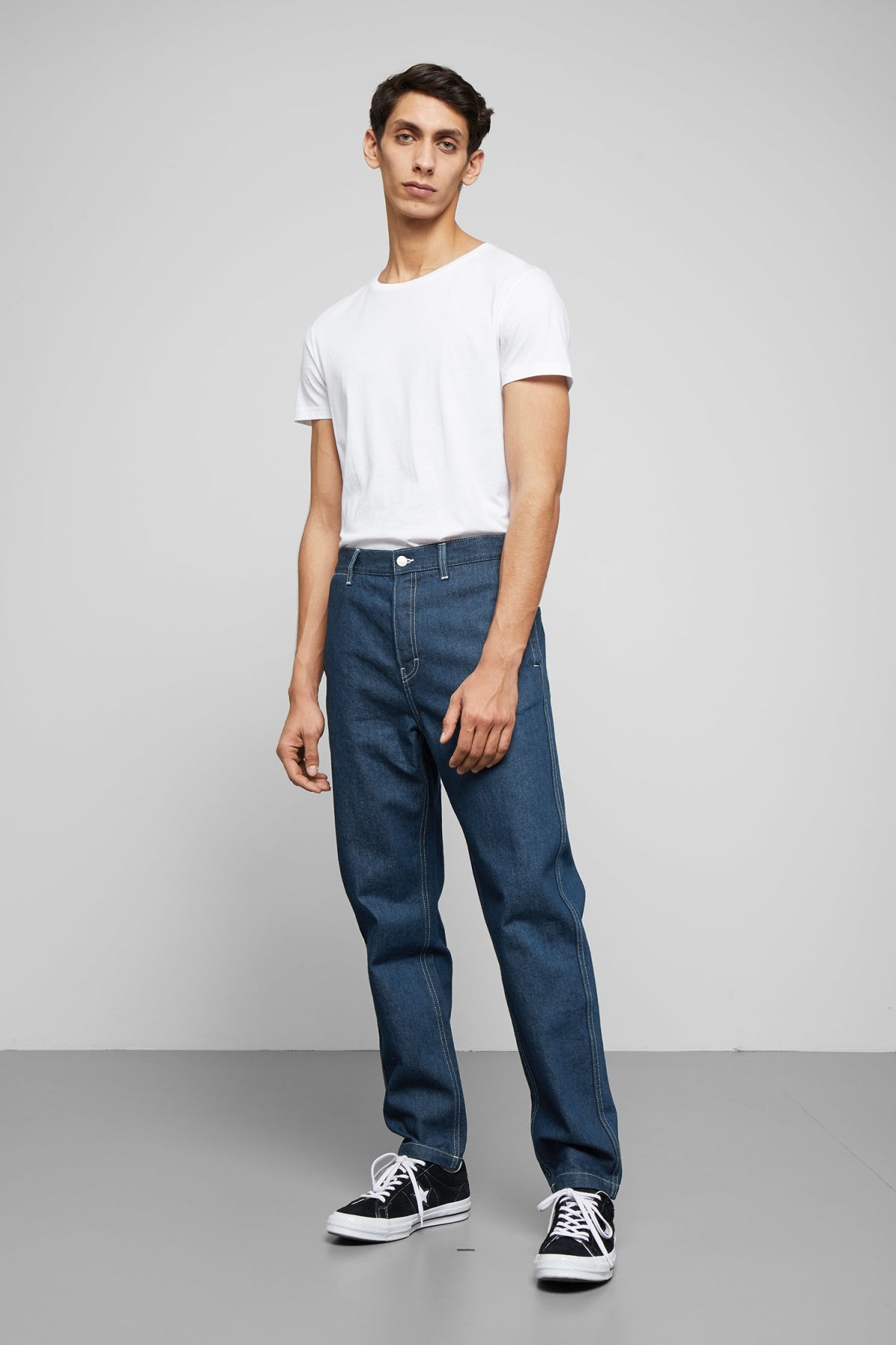 Model front image of Weekday sack rinse jeans in blue