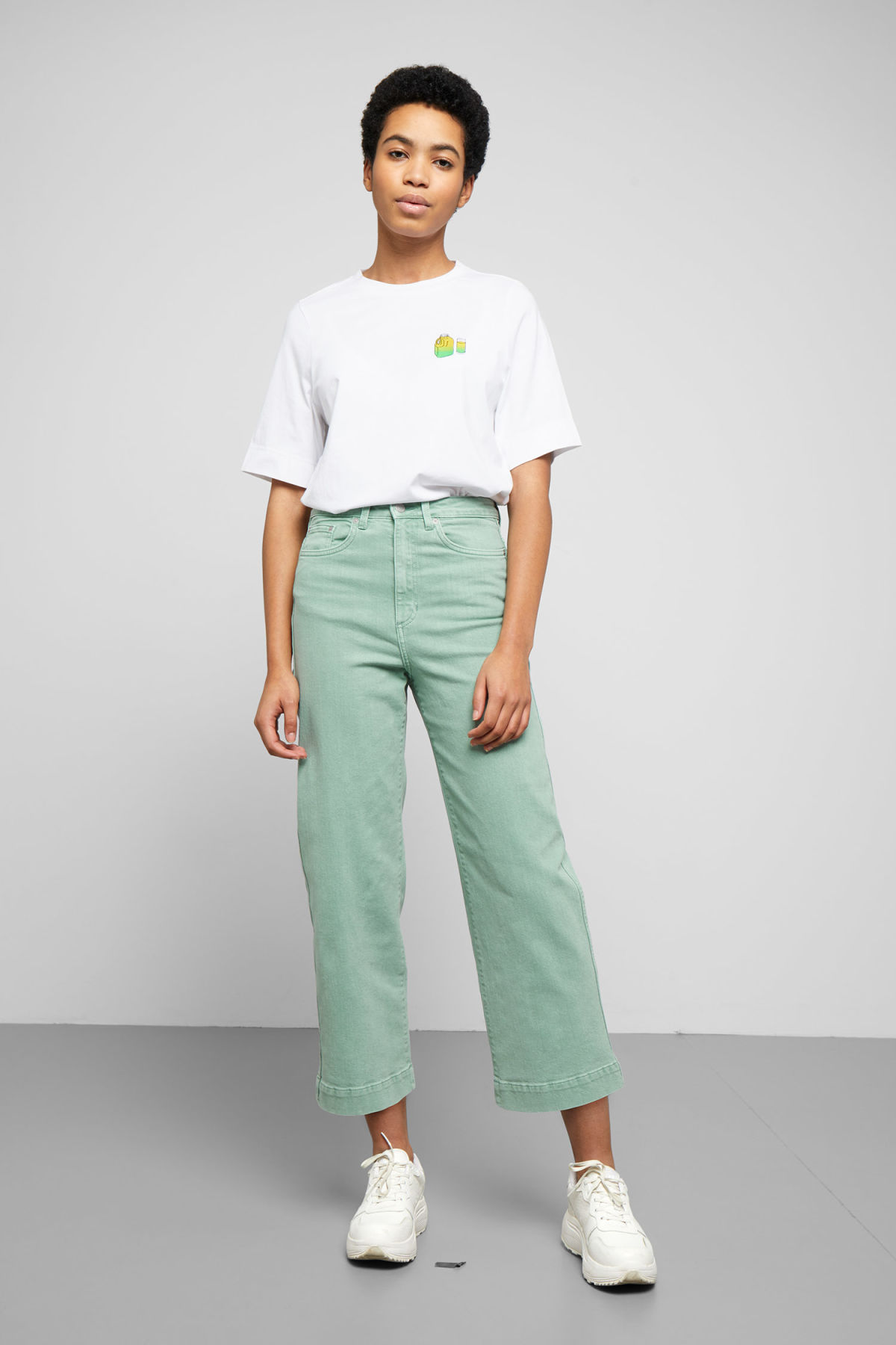 Model front image of Weekday veer sage jeans in green