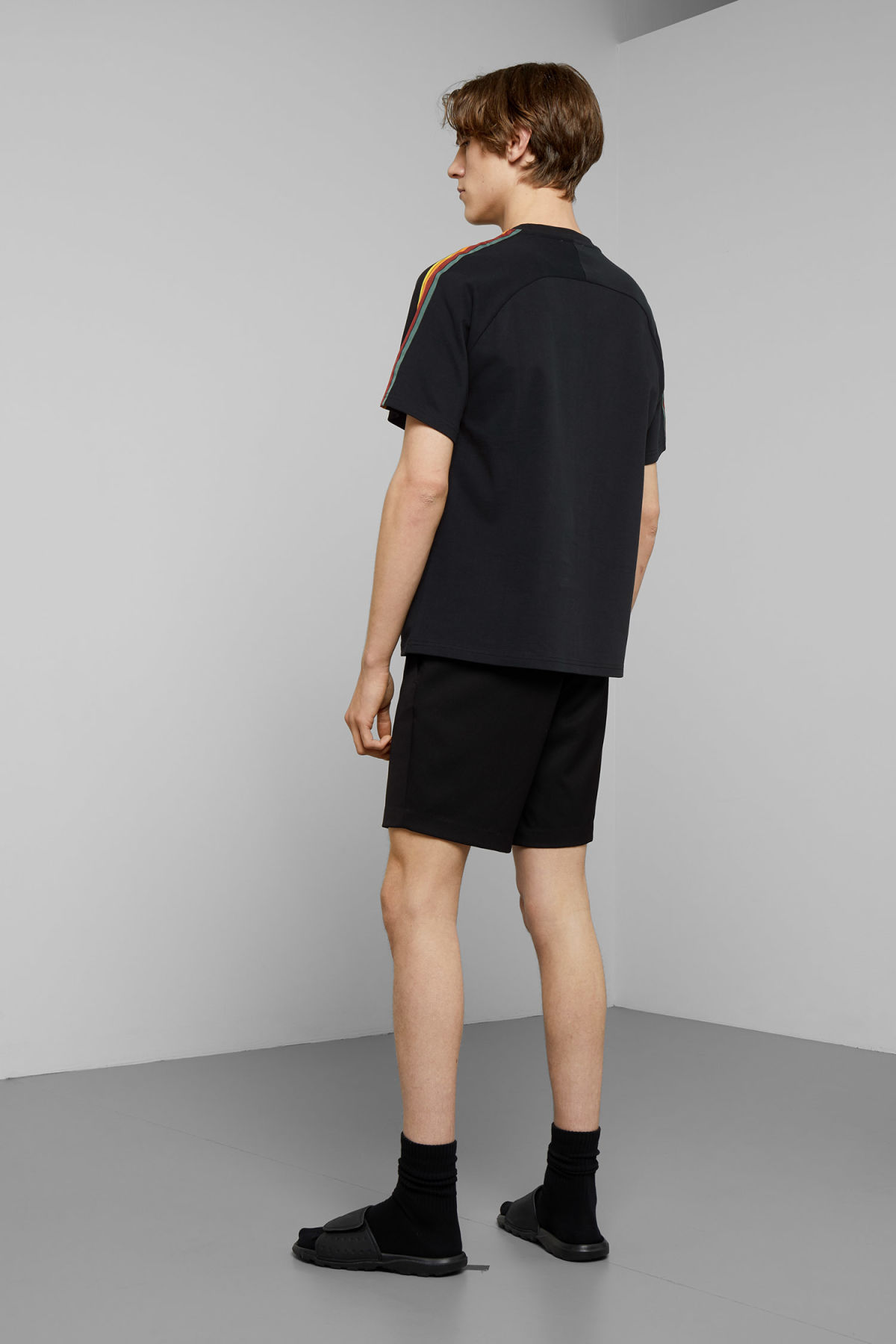Model back image of Weekday rodger t-shirt in black