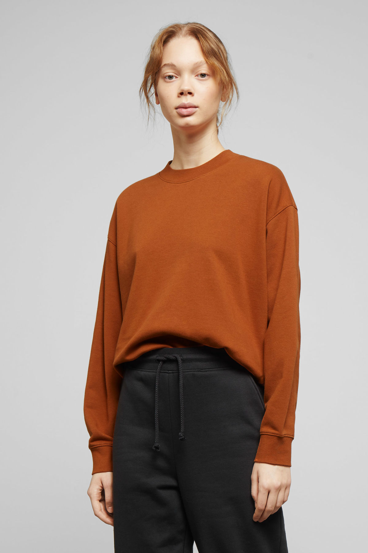 Model front image of Weekday huge cropped sweatshirt  in orange