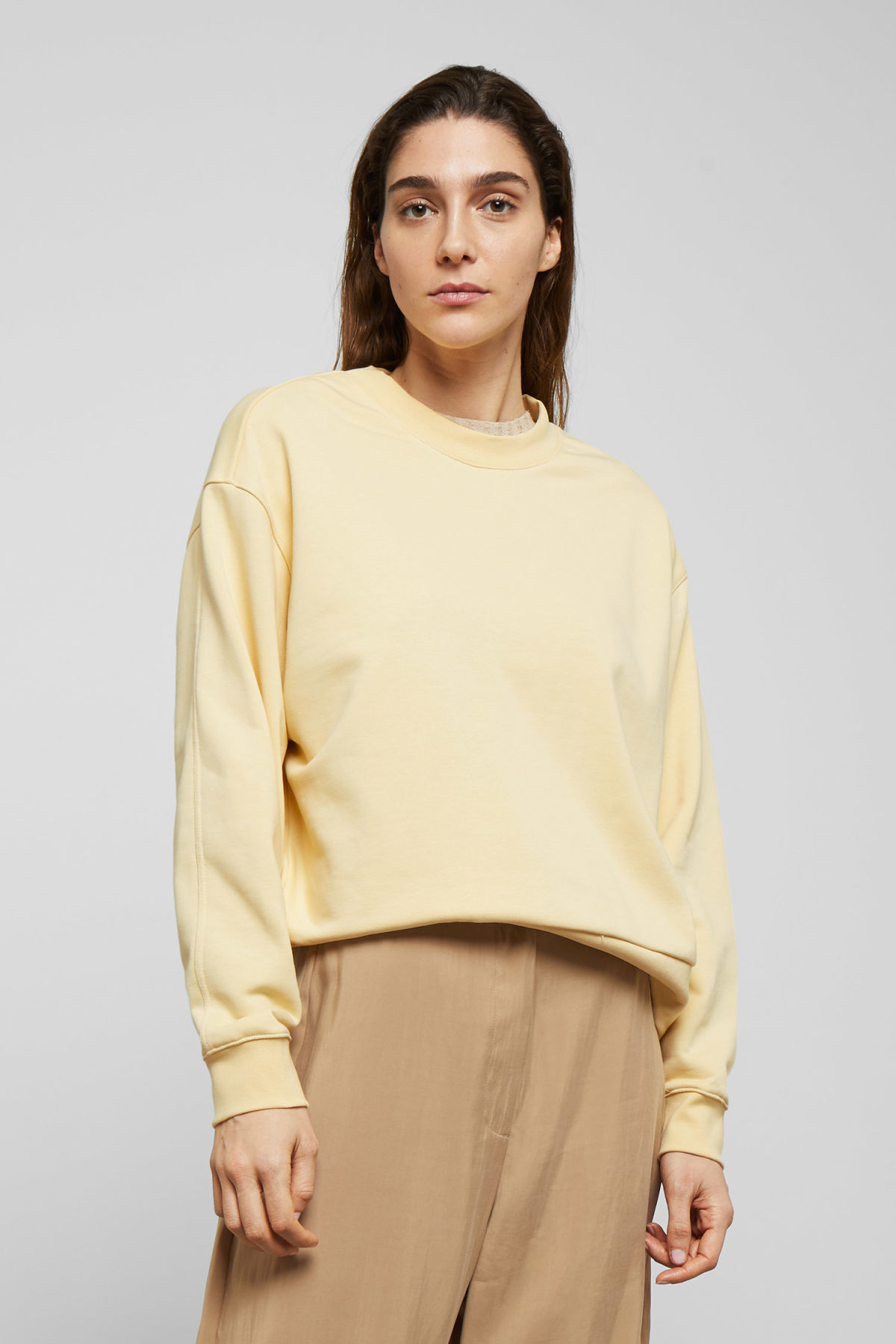 Model front image of Weekday huge cropped sweatshirt  in yellow