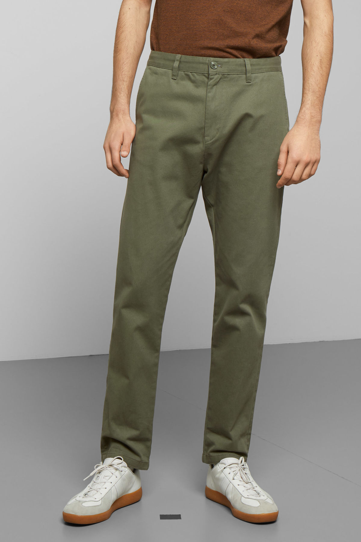 Model front image of Weekday kaj chinos in green