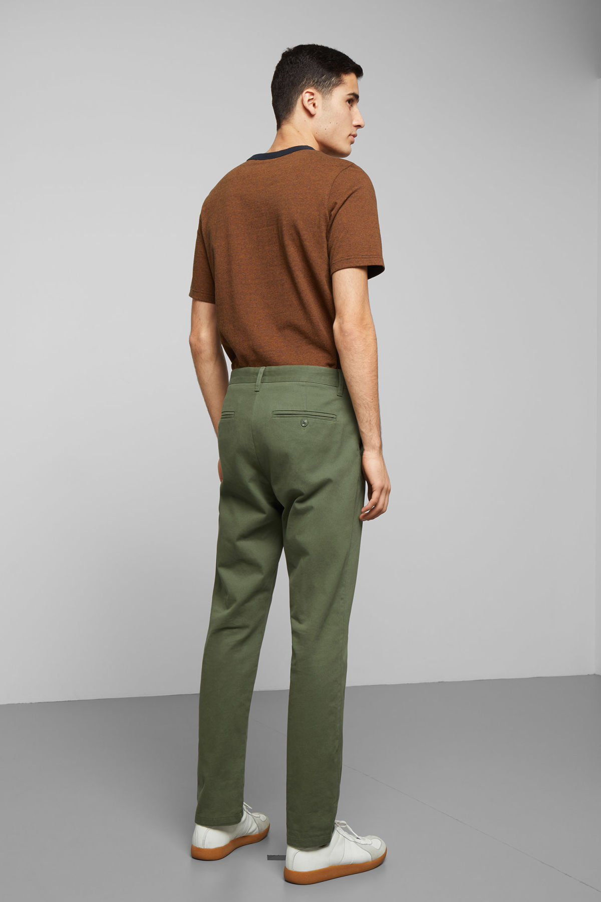 Model back image of Weekday kaj chinos in green
