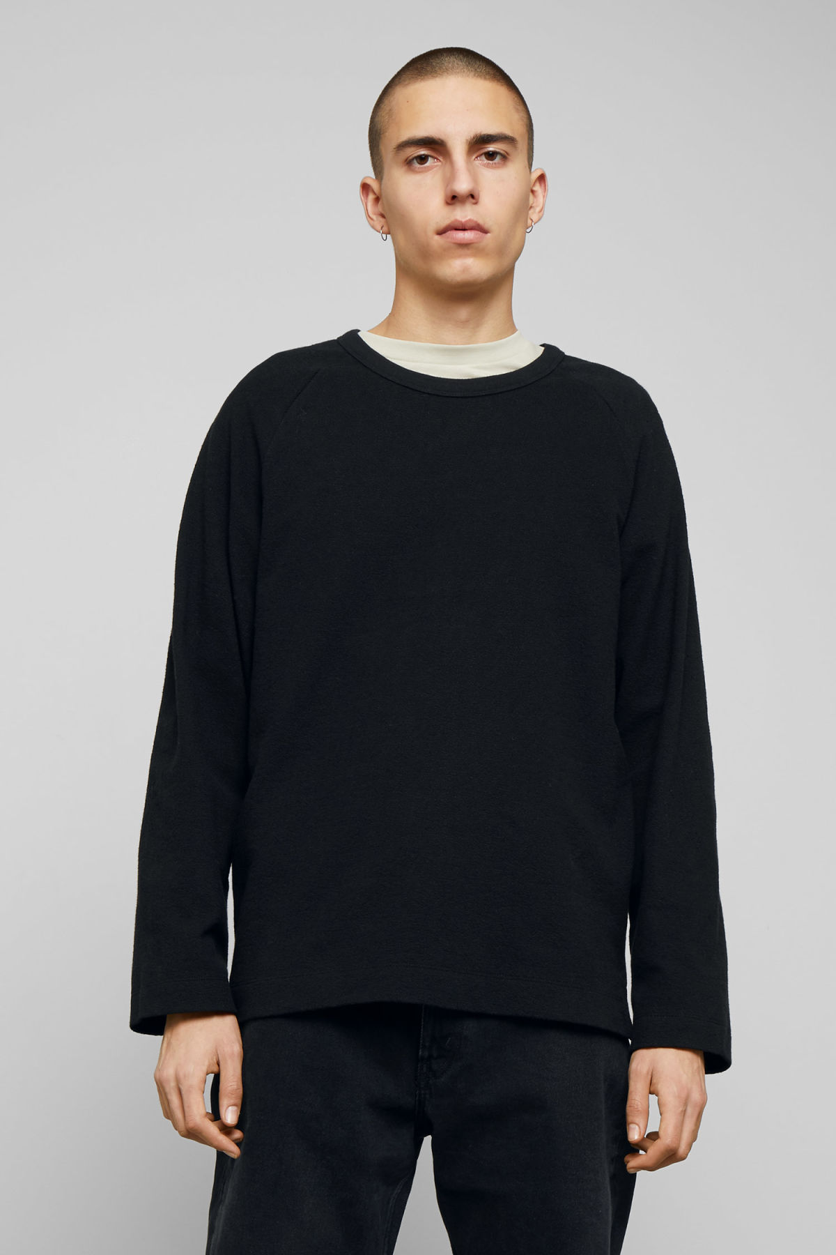 Model front image of Weekday morty longsleeve in black