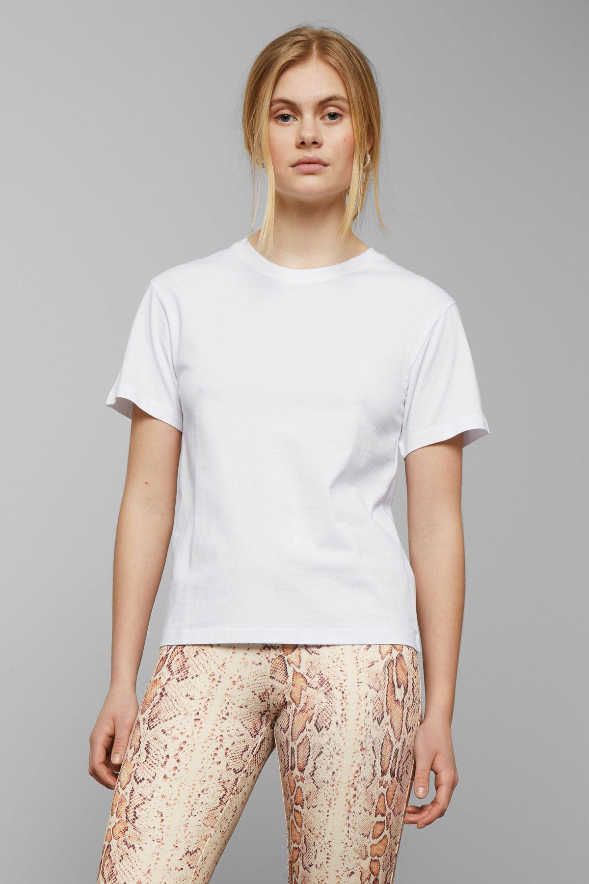 Model front image of Weekday alanis t-shirt in white