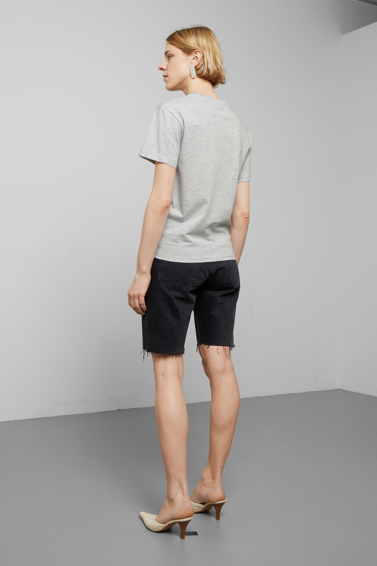 Model back image of Weekday alanis t-shirt in grey
