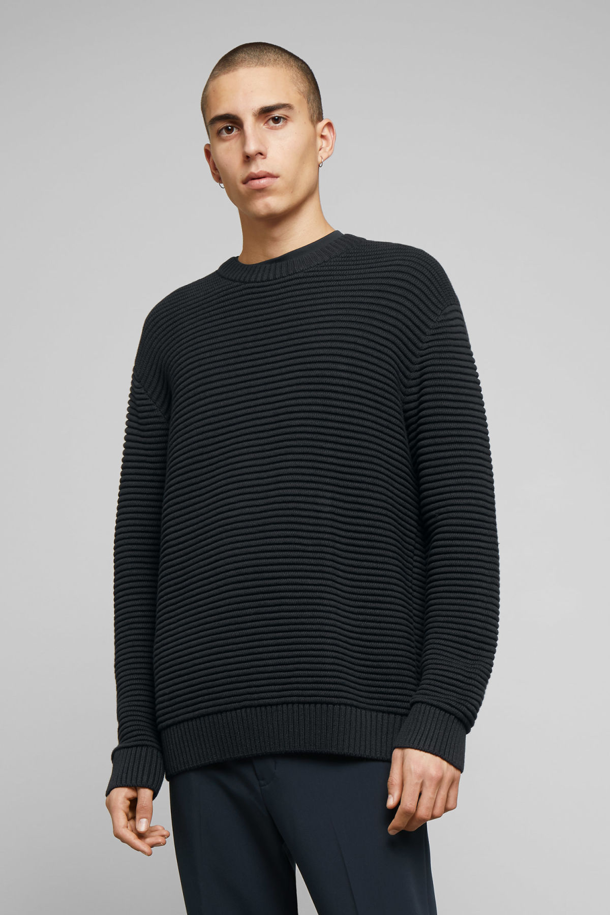 Model front image of Weekday smyth waffle sweater  in black