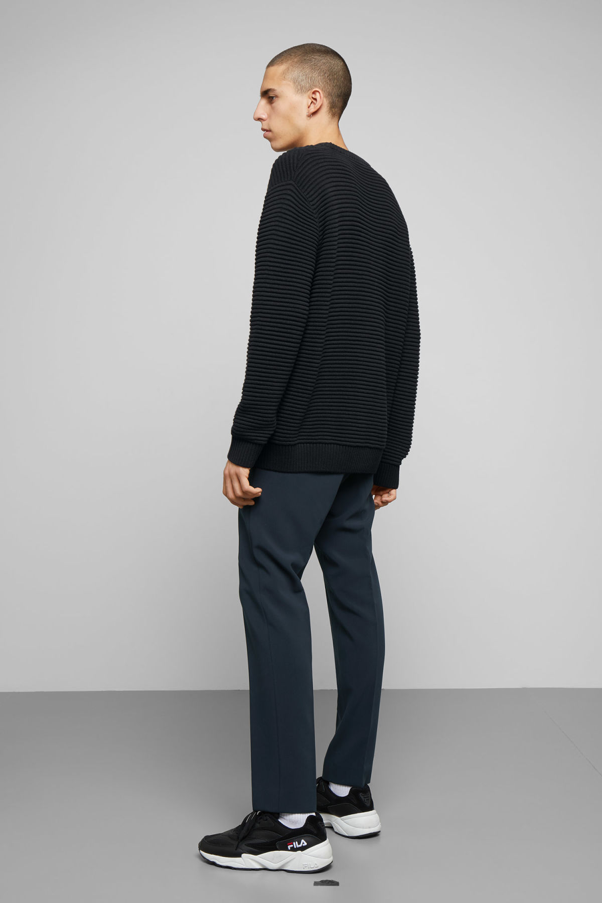Model back image of Weekday smyth waffle sweater  in black