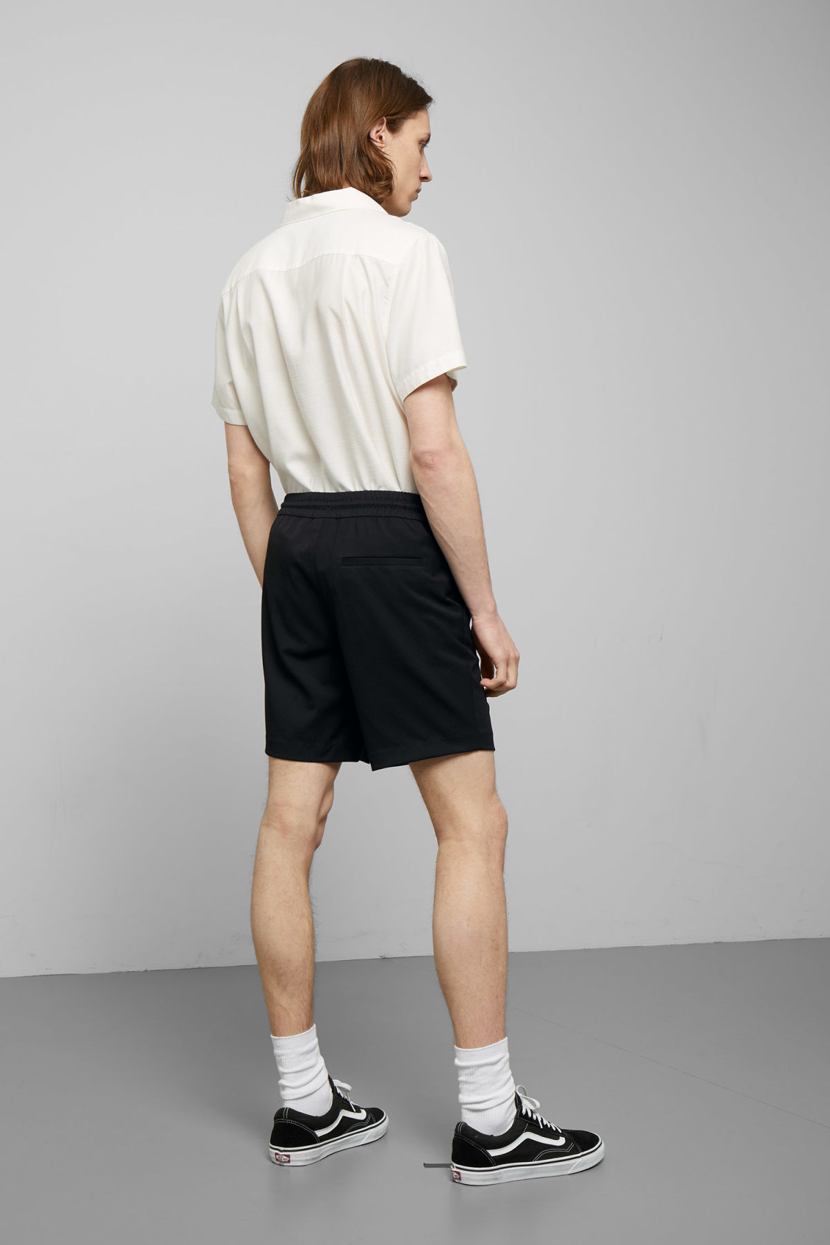 Model back image of Weekday alf shorts  in black