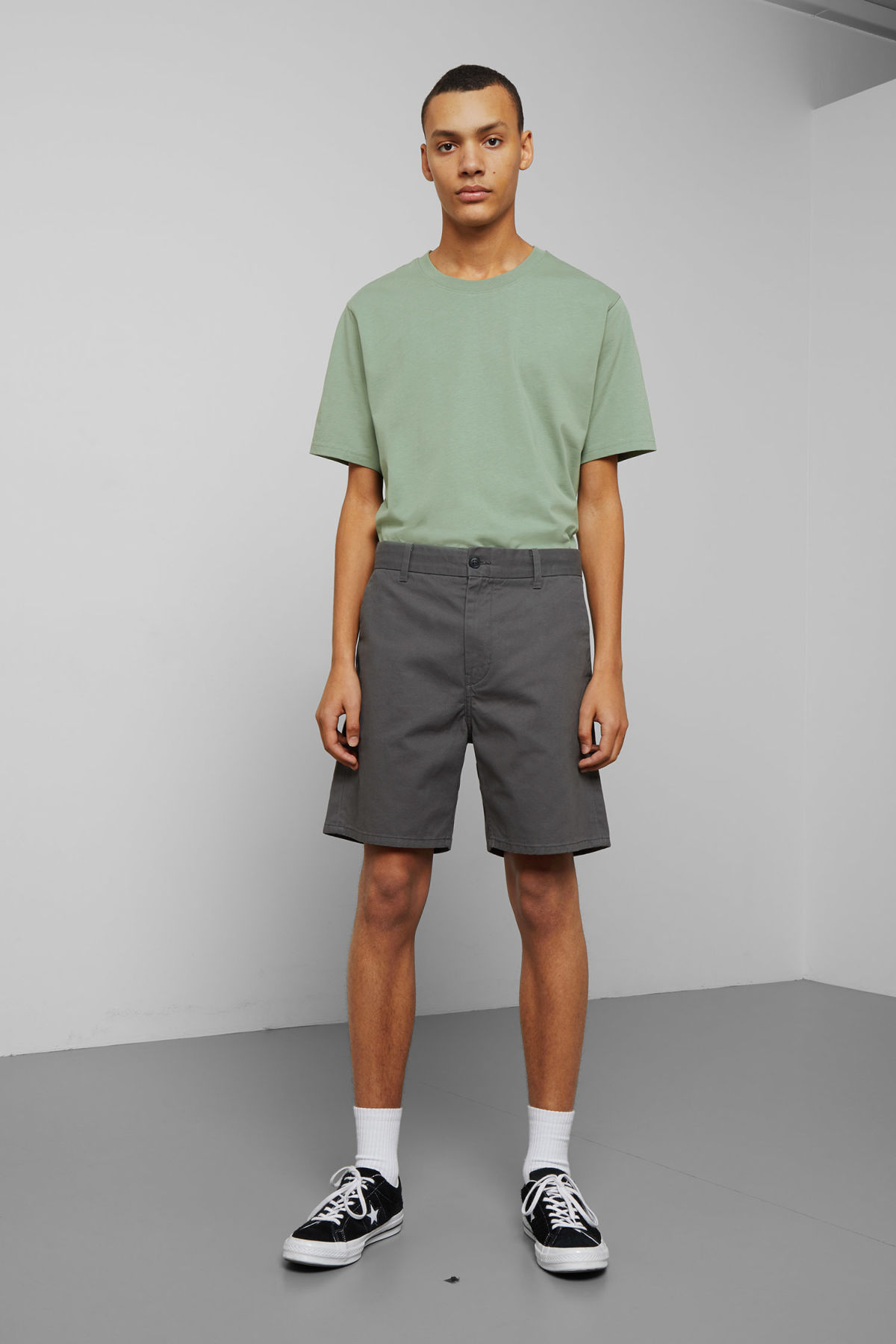 Model front image of Weekday manuel shorts in grey