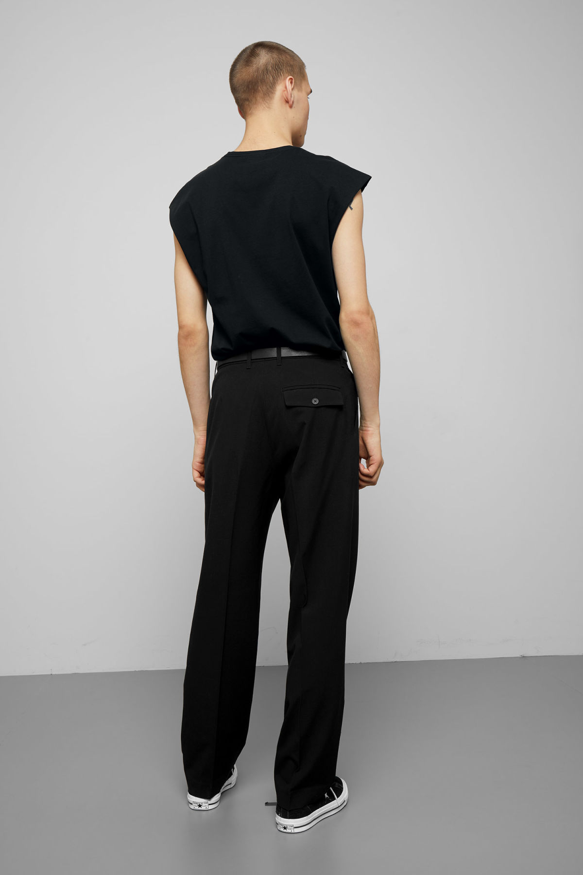 Model back image of Weekday sly t-shirt in black