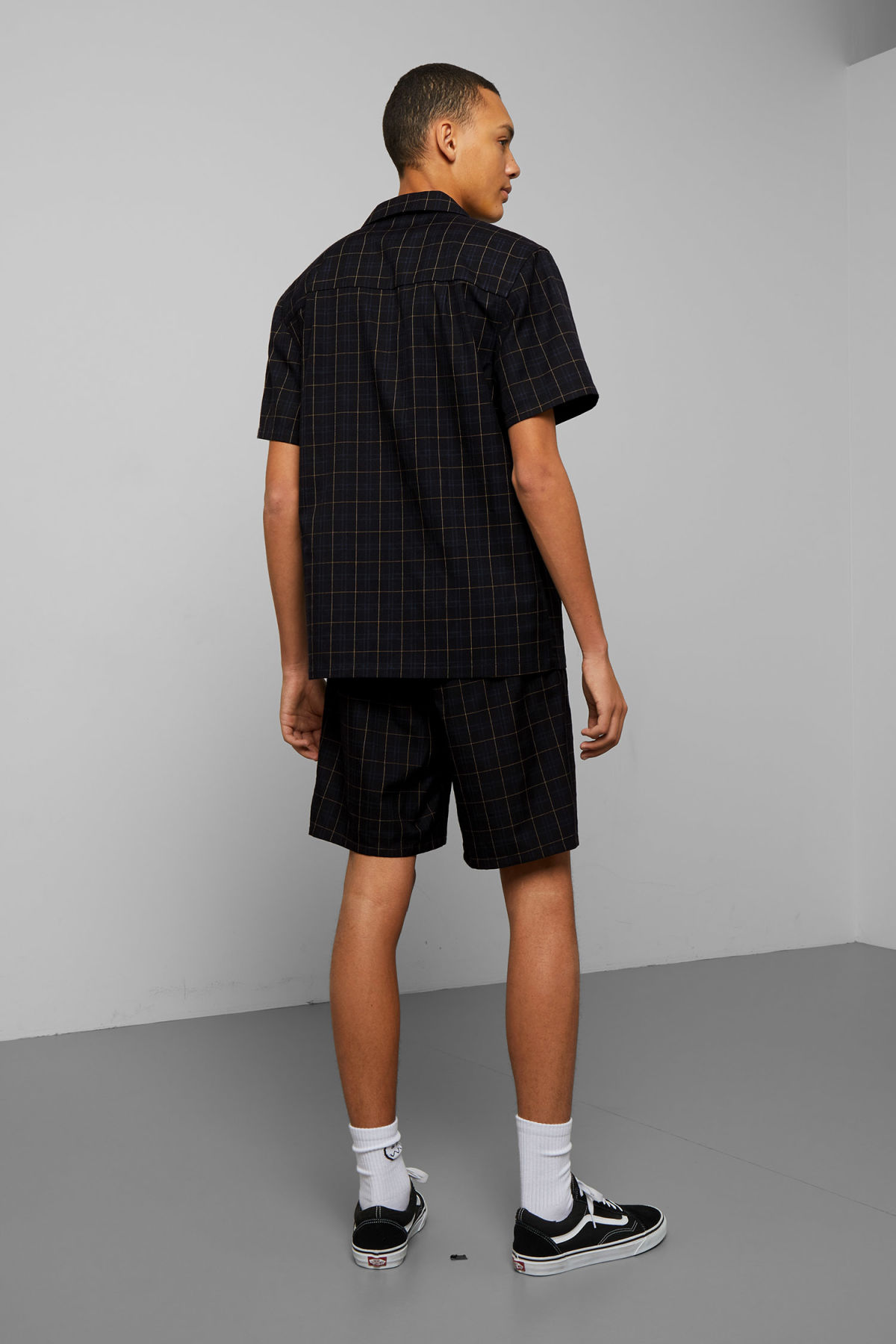 Model back image of Weekday osvald checked short sleeve shirt in black